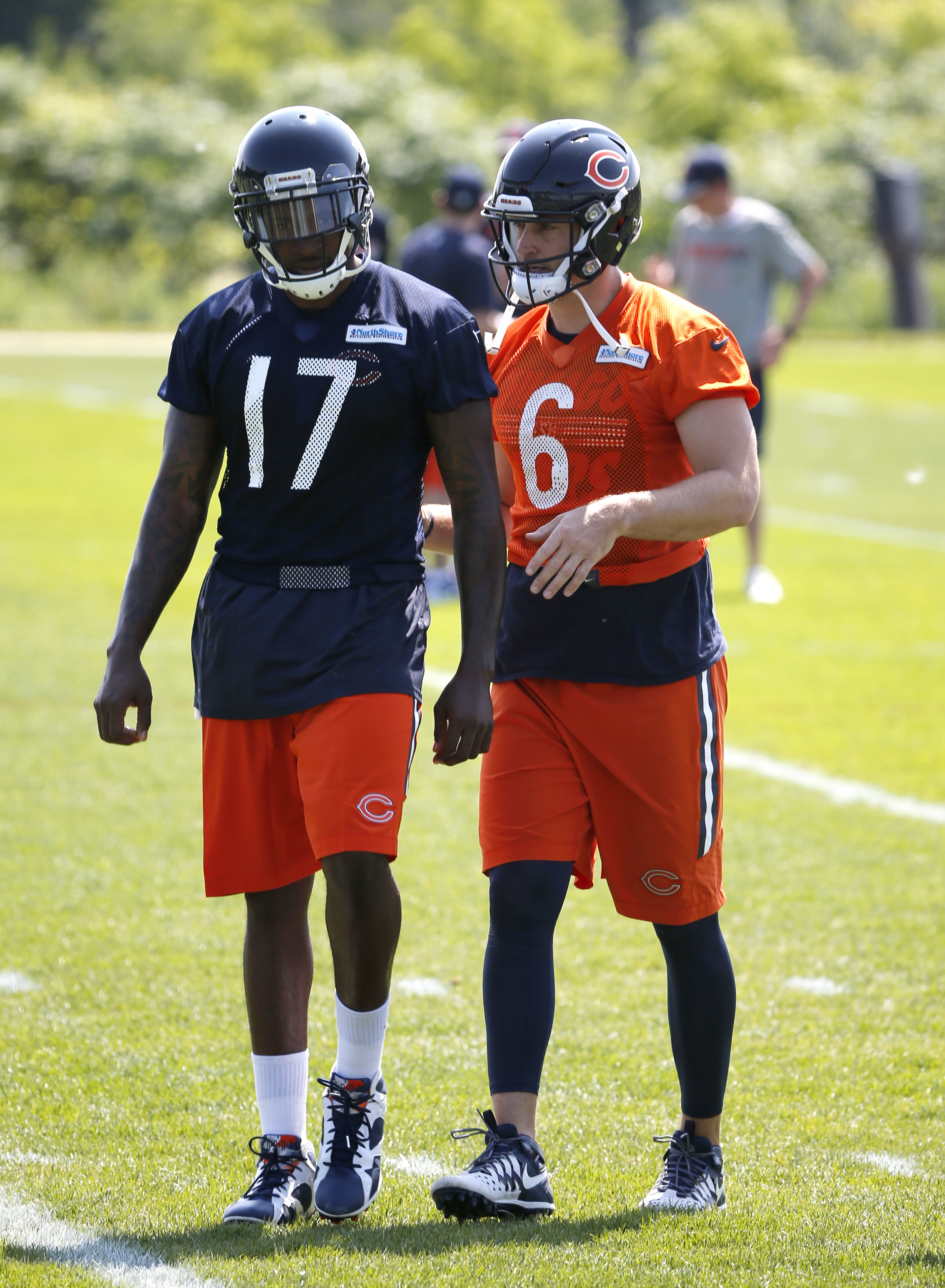 Chicago Bears' Jay Cutler, right, talks with Alshon Jeffery during the NFL football team's minicamp at Halas Hall Tuesday, June 14, 2016, in Lake Forest, Lake Forest, Ill. (AP Photo/Charles Rex Arbogast)