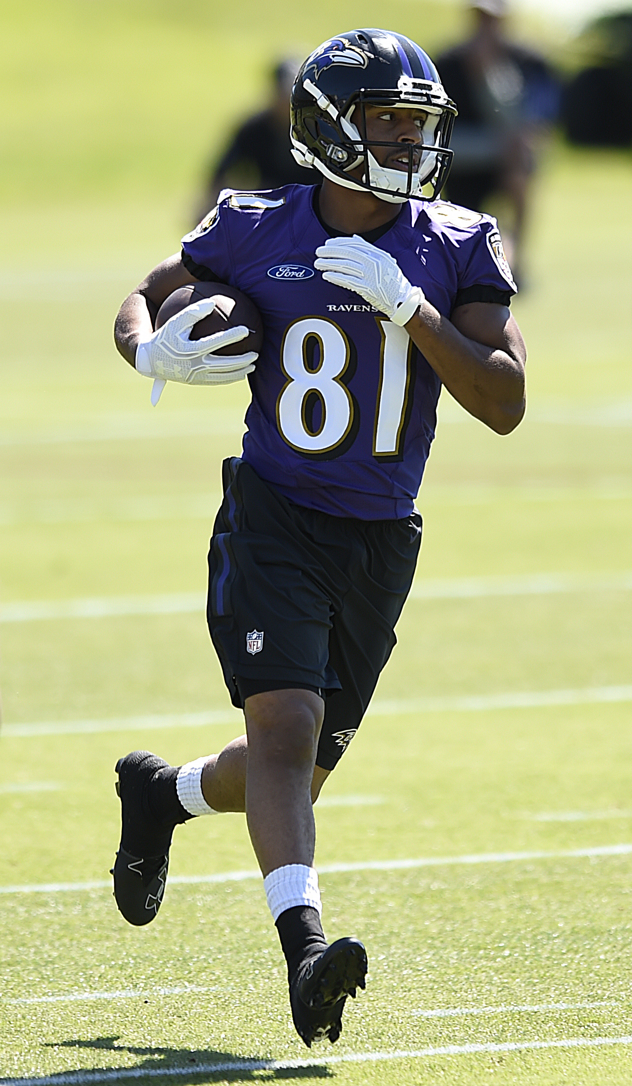 Baltimore Ravens wide receiver Keenan Reynolds catches a pass duringan NFL football practice, Tuesday, June 14, 2016 in Owings Mills, Md. (AP Photo/Gail Burton)