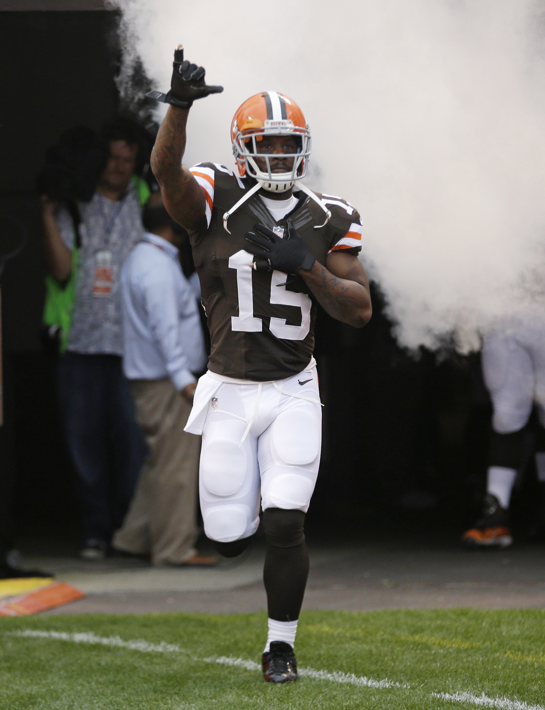Cleveland Browns wide receiver Davone Bess is introduced before an NFL football game between the Detroit Lions and the Browns Sunday, Oct. 13, 2013, in Cleveland. (AP Photo/Tony Dejak)