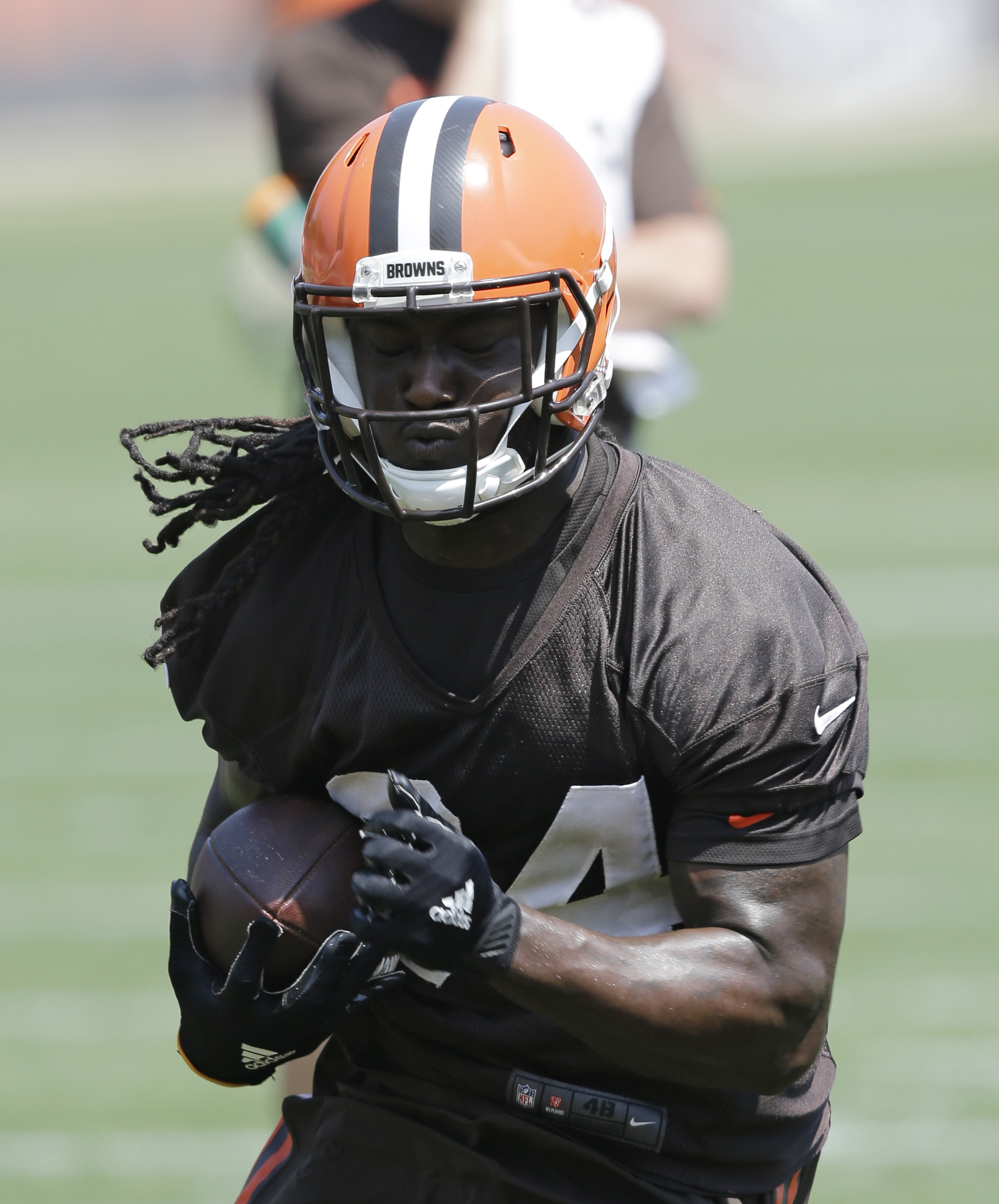 Cleveland Browns running back Isaiah Crowell runs the ball during practice at the NFL football team's training camp facility, Wednesday, June 1, 2016, in Berea, Ohio. (AP Photo/Tony Dejak)