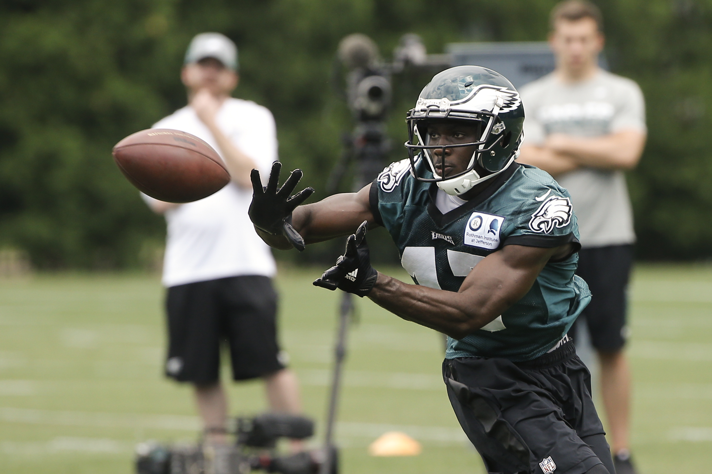 Philadelphia Eagles' Nelson Agholor catches a pass during practice at the team's NFL football training facility in Philadelphia, Tuesday, June 7, 2016. (AP Photo/Matt Rourke)