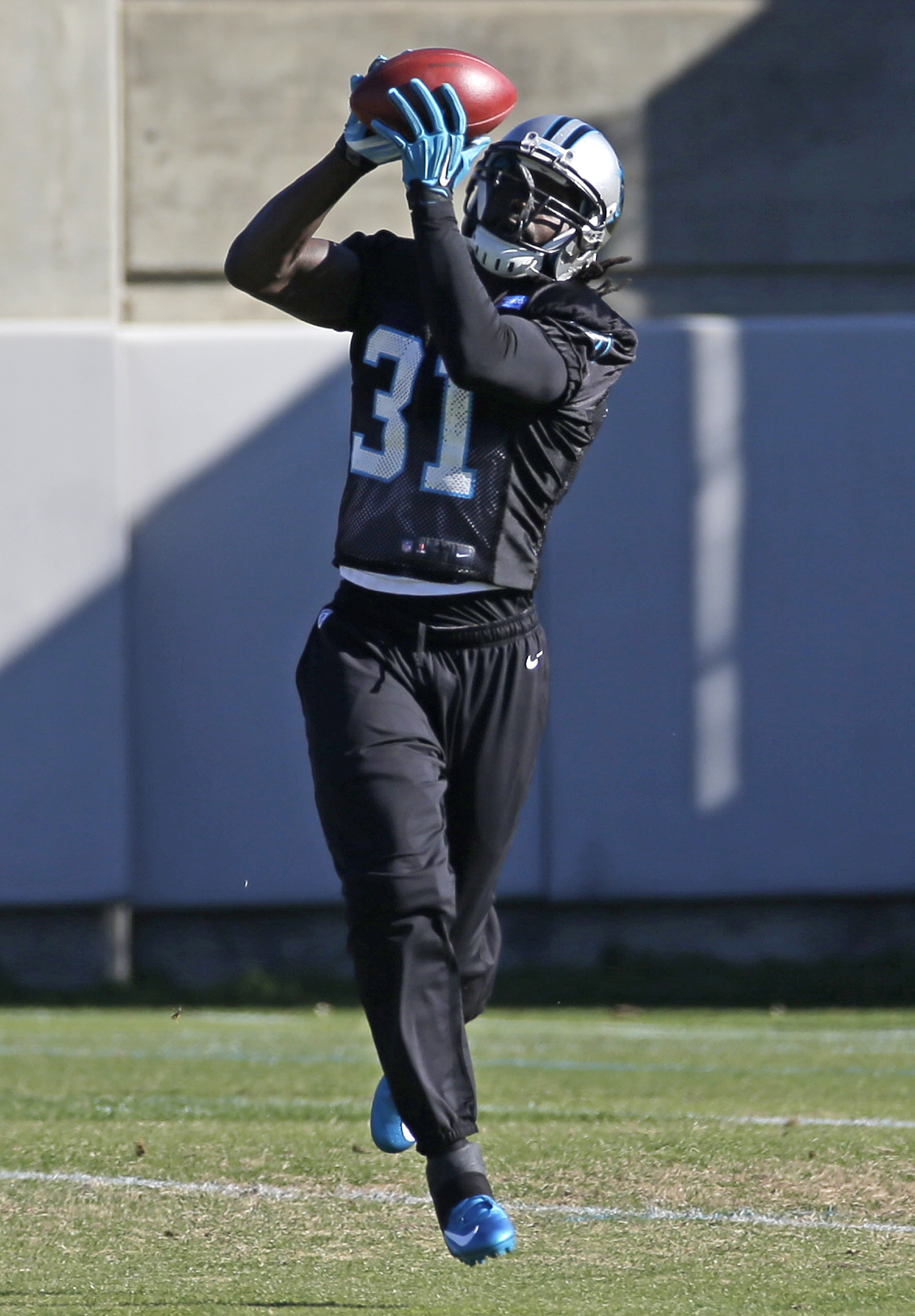 Carolina Panthers' Charles Tillman (31) catches a ball during practice for the NFL football team in Charlotte, N.C., Wednesday, Dec. 16, 2015. (AP Photo/Chuck Burton)