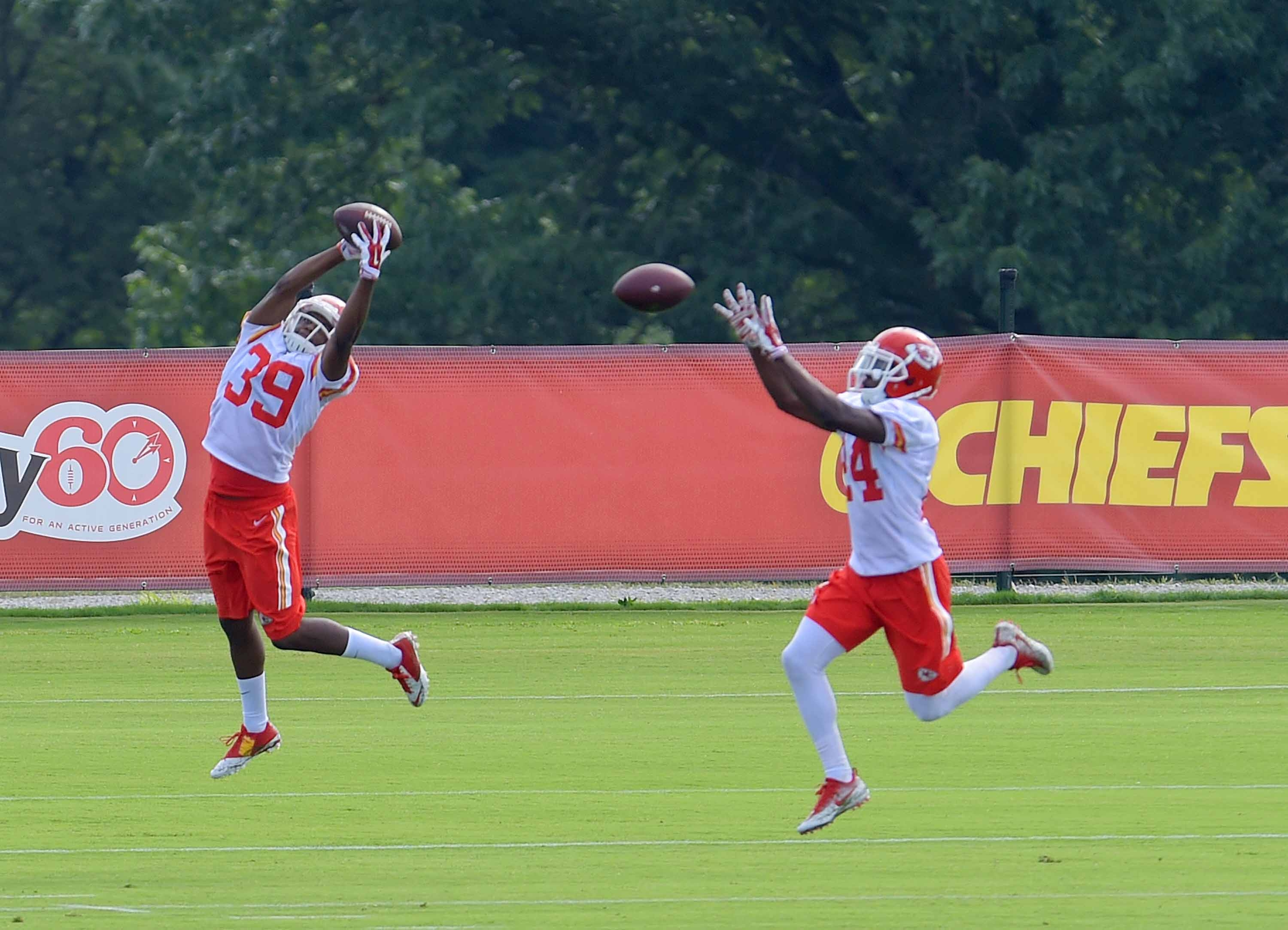 Kansas City Chiefs cornerback Shannon Edwards (39) and defensive back D.J. White run drills during NFL football training camp Thursday, July 28, 2016, in St. Joseph, Mo. (Jessica A. Stewart/St. Joseph News-Press via AP)