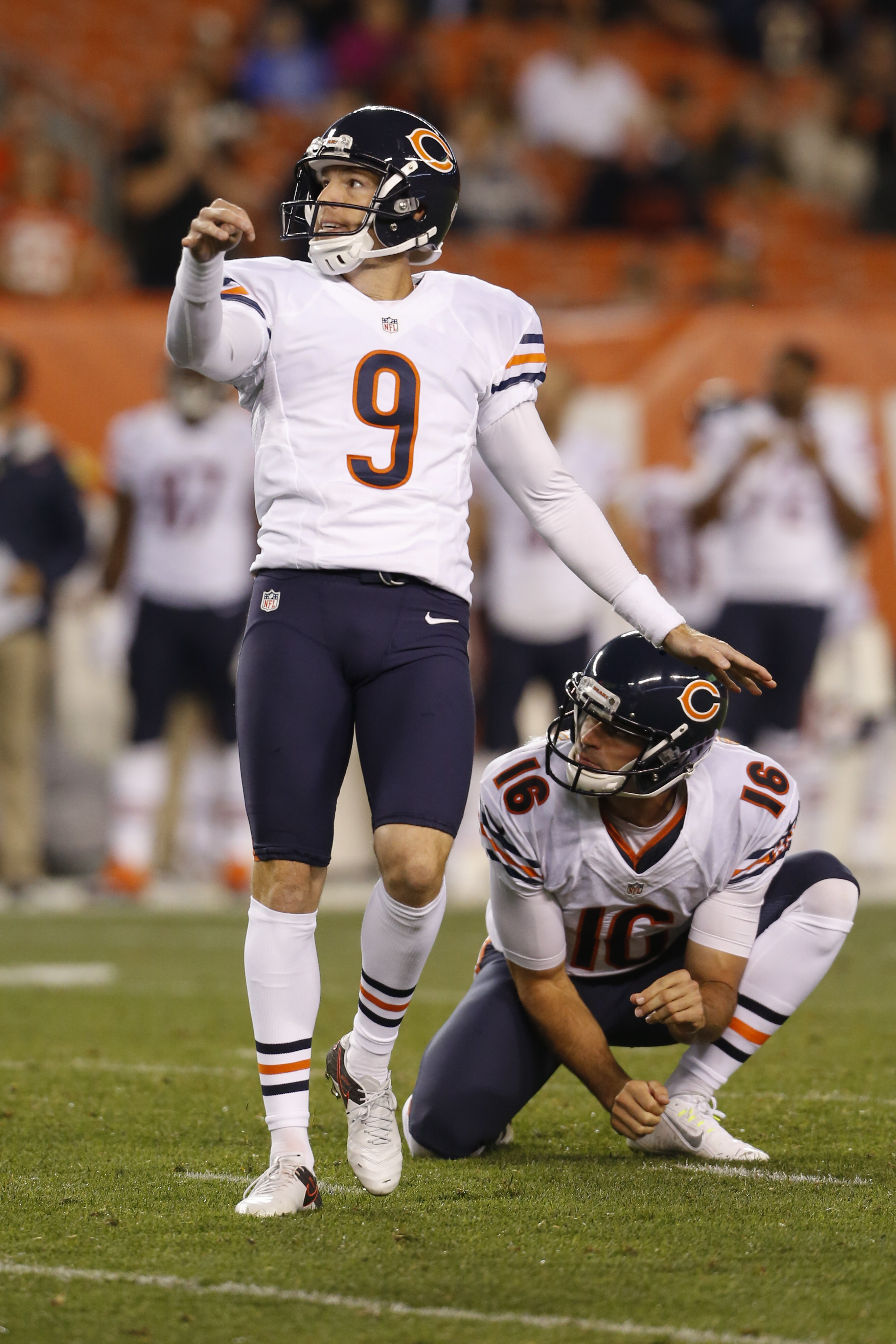 Chicago Bears kicker Robbie Gould (9) watches his field goal alongside punter Pat O'Donnell (16) during the first half of an NFL preseason football game against the Cleveland Browns, Thursday, Sept. 1, 2016, in Cleveland. (AP Photo/Ron Schwane)