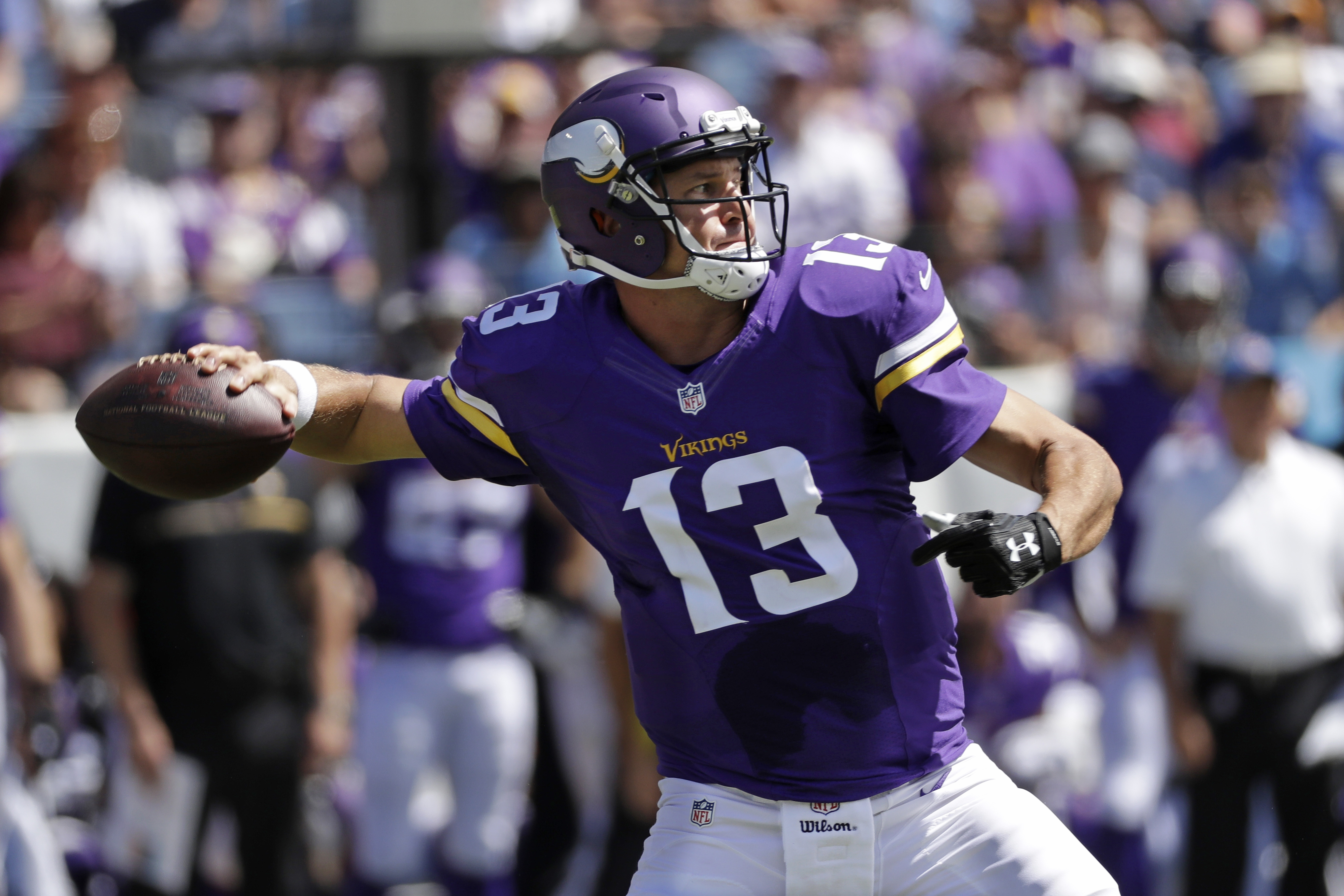Minnesota Vikings quarterback Shaun Hill passes against the Tennessee Titans in the first half of an NFL football game Sunday, Sept. 11, 2016, in Nashville, Tenn. (AP Photo/James Kenney)