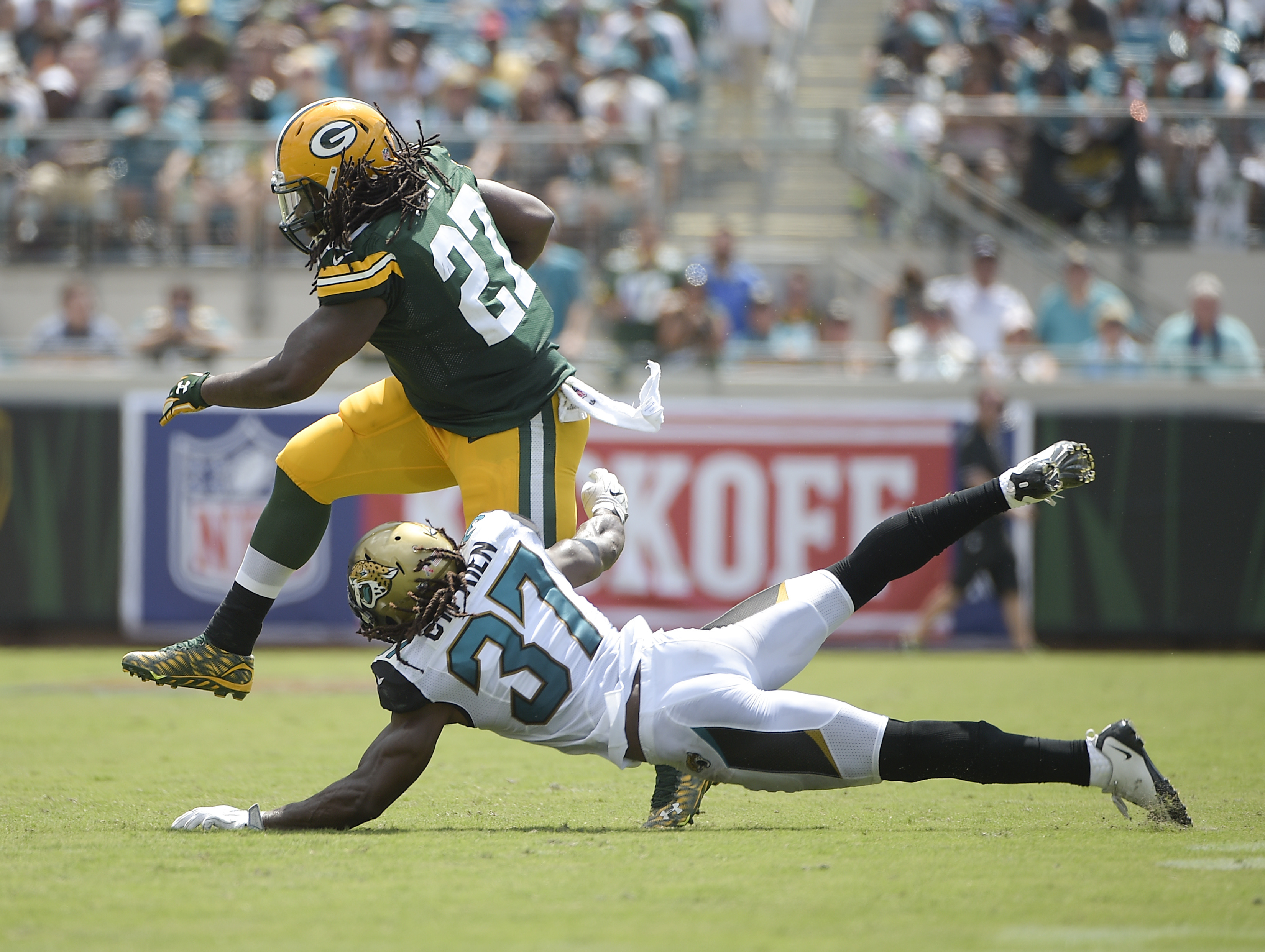 Green Bay Packers running back Eddie Lacy (27) makes a move to get past Jacksonville Jaguars strong safety Johnathan Cyprien (37) during the first half of an NFL football game in Jacksonville, Fla., Sunday, Sept. 11, 2016. (AP Photo/Phelan M. Ebenhack)