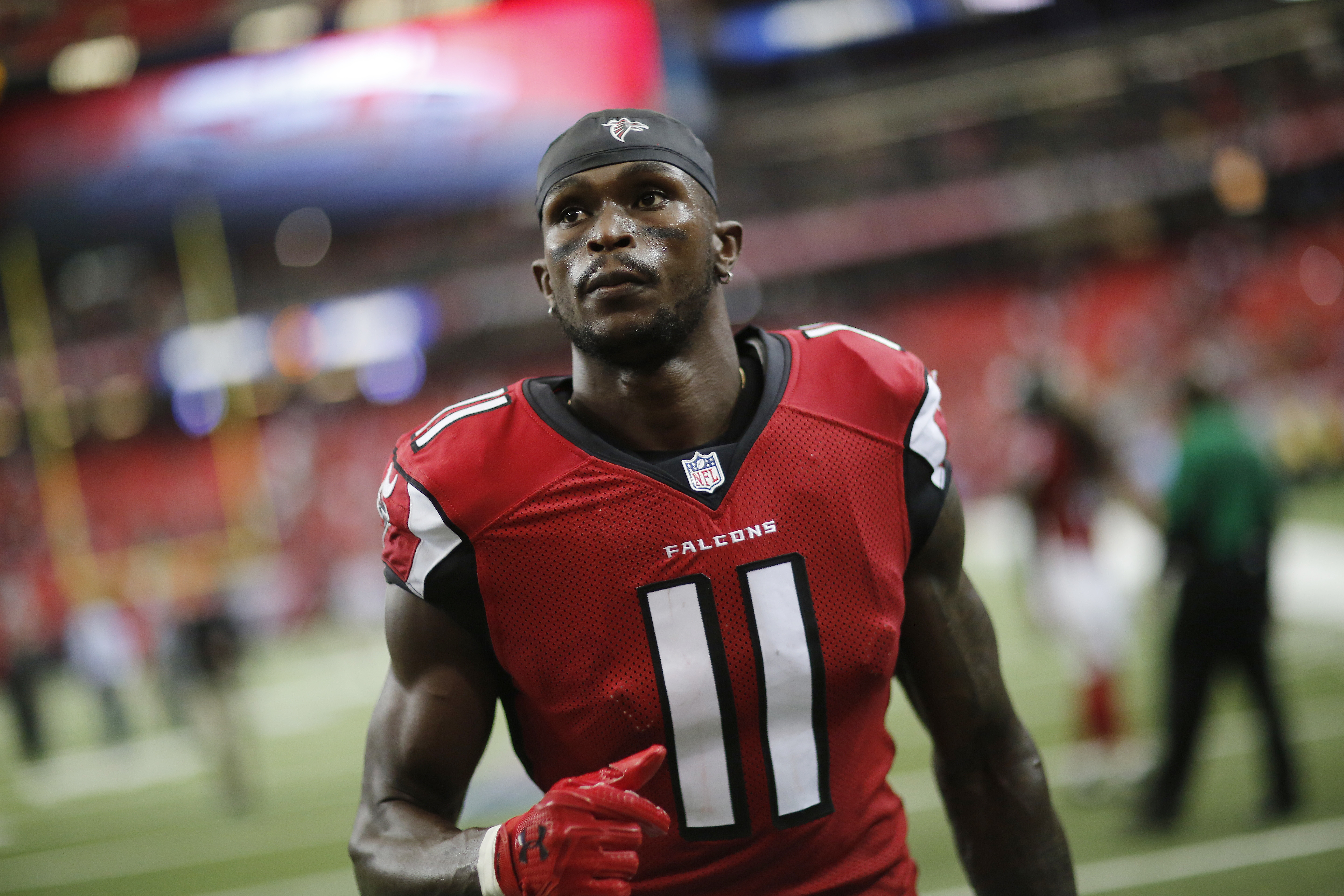 Atlanta Falcons wide receiver Julio Jones walks off the field after an NFL football game against the Tampa Bay Buccaneers, Sunday, Sept. 11, 2016, in Atlanta. The Tampa Bay Buccaneers won 31-24.(AP Photo/David Goldman)