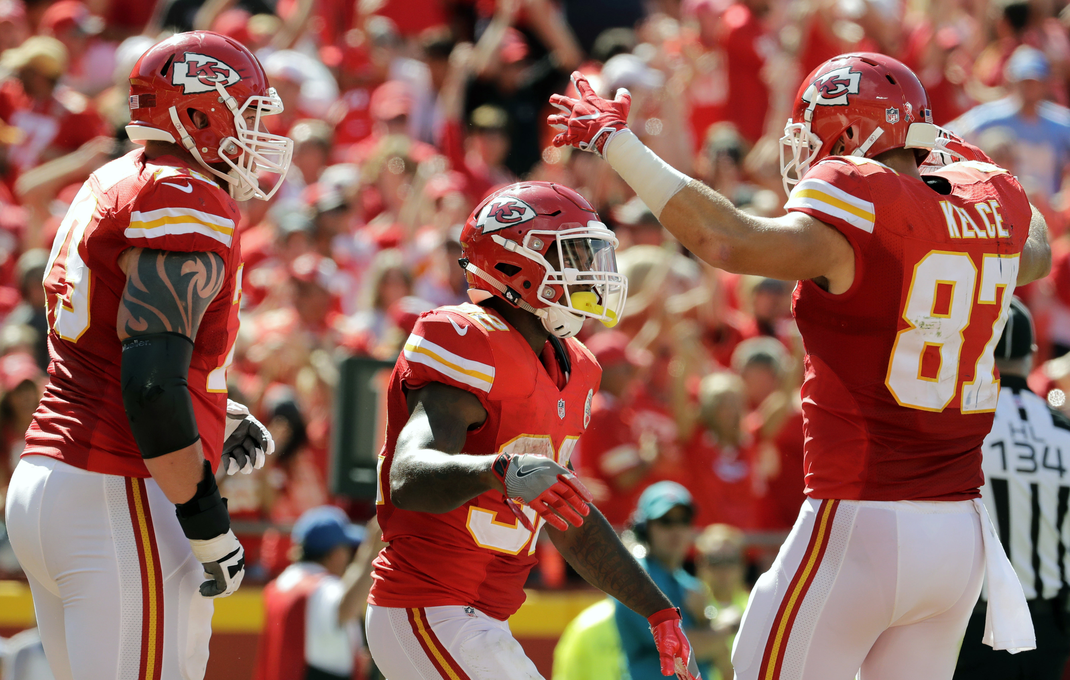 Kansas City Chiefs tight end Travis Kelce (87) greets running back Spencer Ware (32) after Ware scored a touchdown during the second half of an NFL football game against the San Diego Chargers in Kansas City, Mo., Sunday, Sept. 11, 2016. (AP Photo/Charlie