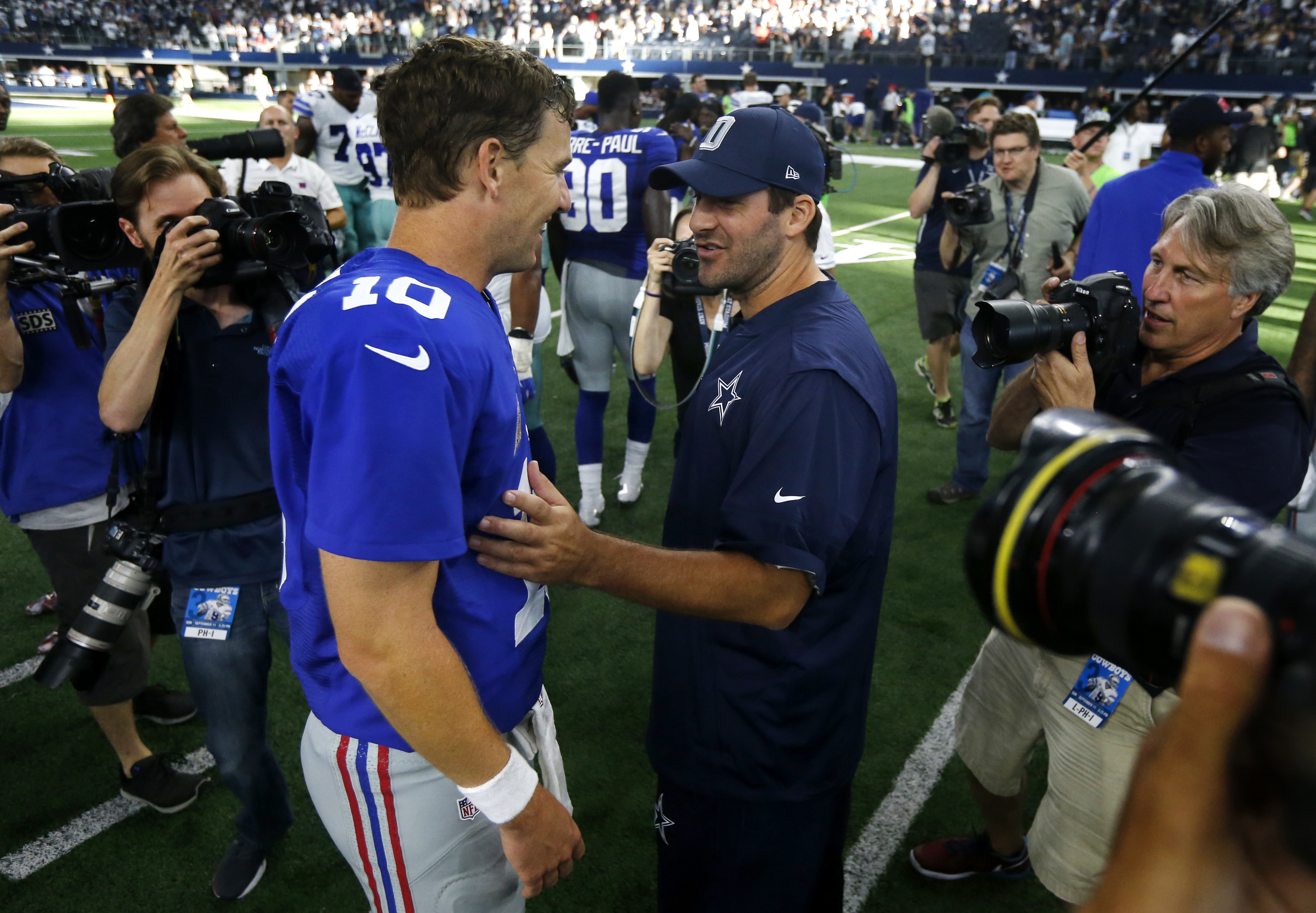 New York Giants quarterback Eli Manning (10) talks with Dallas Cowboys quarterback Tony Romo, right, after the Giants 20-19 win over the Cowboys in an NFL football game, Sunday Sept. 11, 2016, in Arlington, Texas. (AP Photo/Michael Ainsworth)