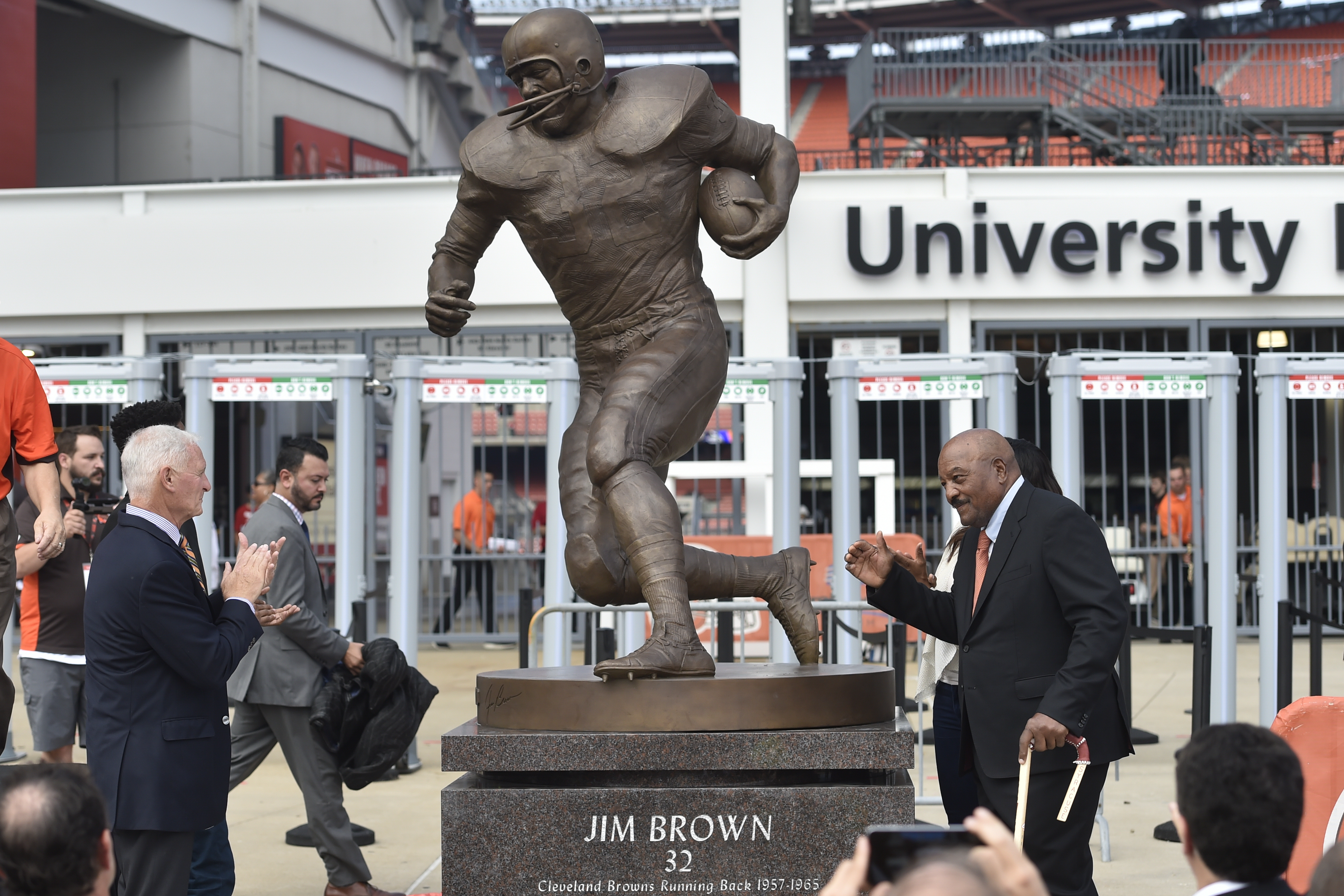 Cleveland Browns Pro Football Hall of Famer Jim Brown, right, is honored with a ceremony and statue outside FirstEnergy Stadium before an NFL football game against the Baltimore Ravens, Sunday, Sept. 18, 2016, in Cleveland. (AP Photo/David Richard)
