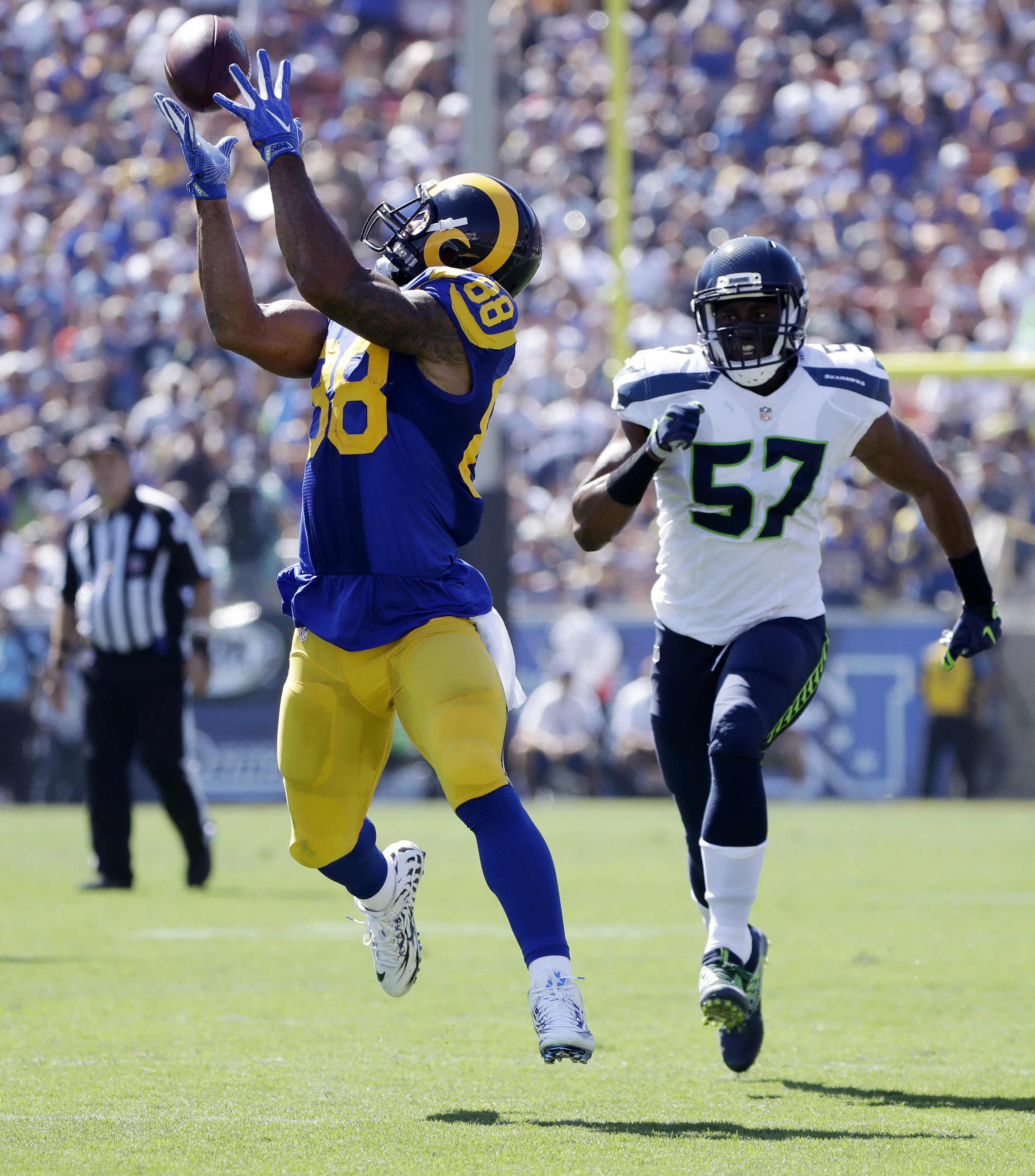 Los Angeles Rams tight end Lance Kendricks, left, makes a catch as Seattle Seahawks outside linebacker Mike Morgan pursues during the first half an NFL football game at Los Angeles Memorial Coliseum, Sunday, Sept. 18, 2016, in Los Angeles. (AP Photo/Jae H