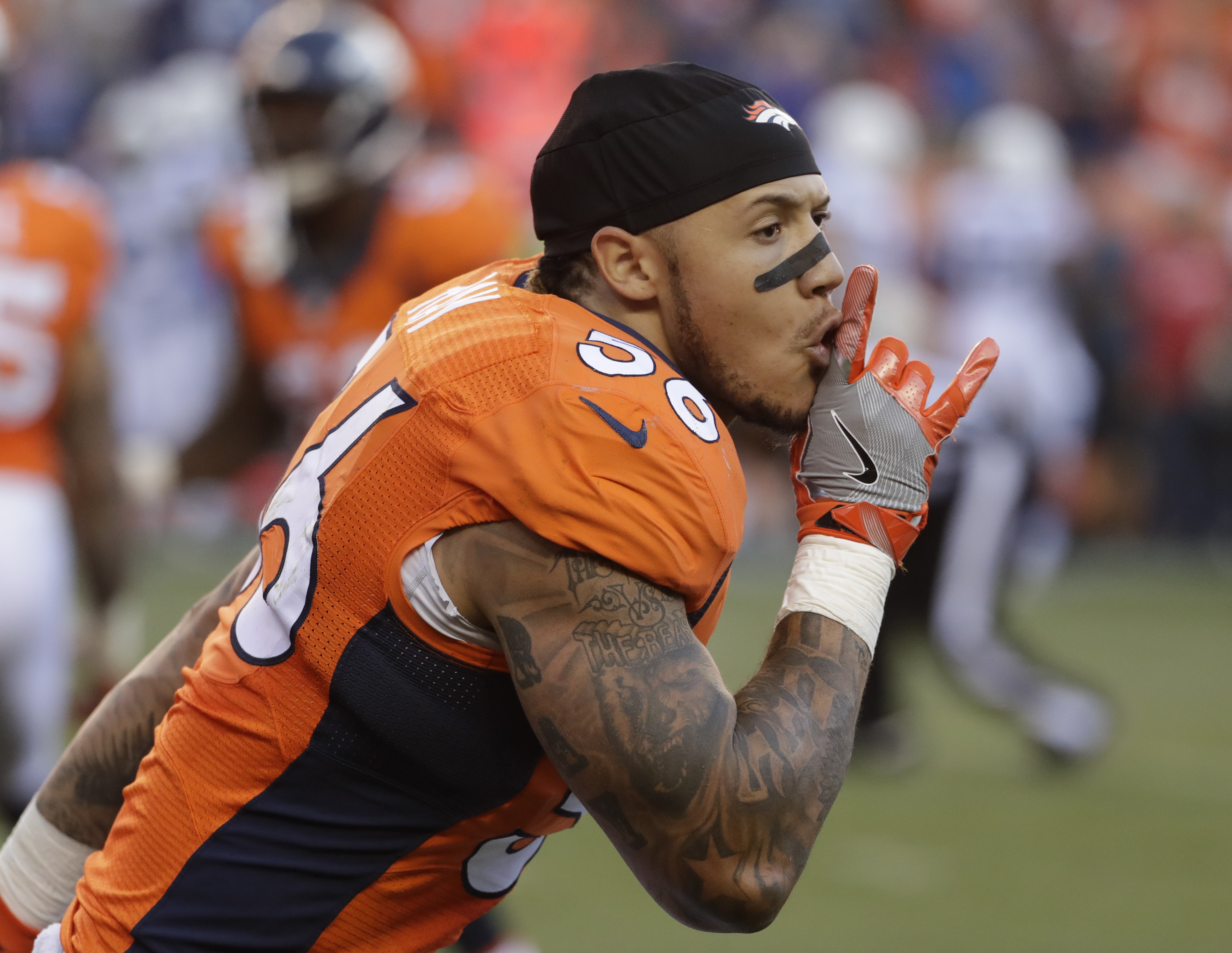 Denver Broncos linebacker Shane Ray celebrates after scoring during the second half in an NFL football game against the Indianapolis Colts, Sunday, Sept. 18, 2016, in Denver. (AP Photo/Jack Dempsey)