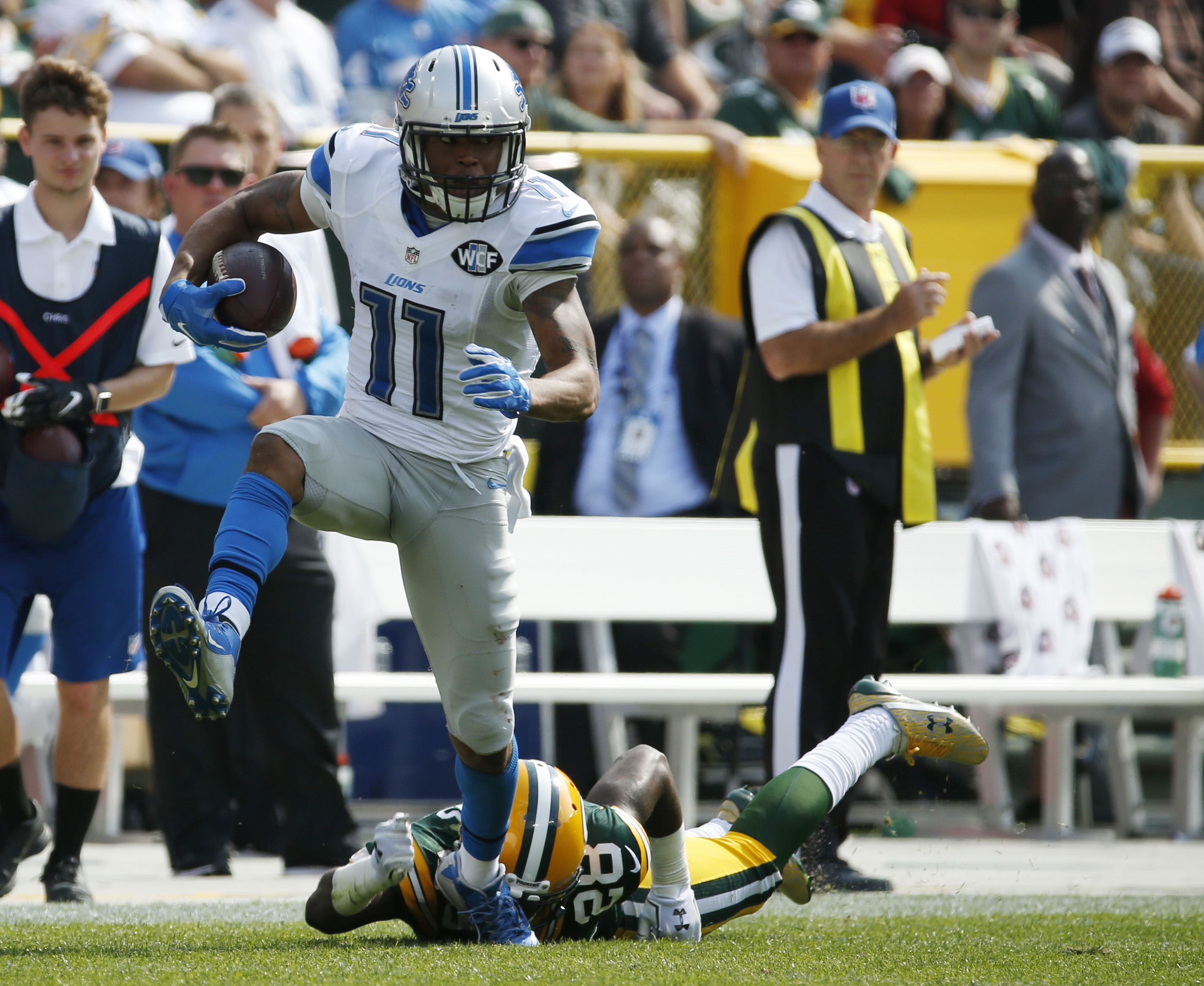 Detroit Lions' Marvin Jones (11) gets past Green Bay Packers' Josh Hawkins (28) for a touchdown catch during the first half of an NFL football game Sunday, Sept. 25, 2016, in Green Bay, Wis. (AP Photo/Mike Roemer)