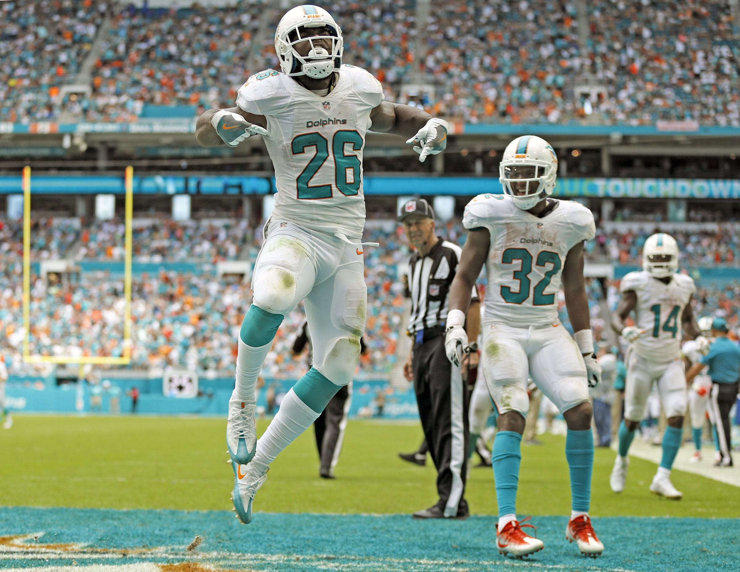 Miami Dolphins running back Damien Williams (26) celebrates in the end zone after scoring in the fourth quarter as the Miami Dolphins beat the Cleveland Browns in the home opener at refurbished Hard Rock Stadium on Sunday, Sept. 25, 2016. (Al Diaz/Miami H
