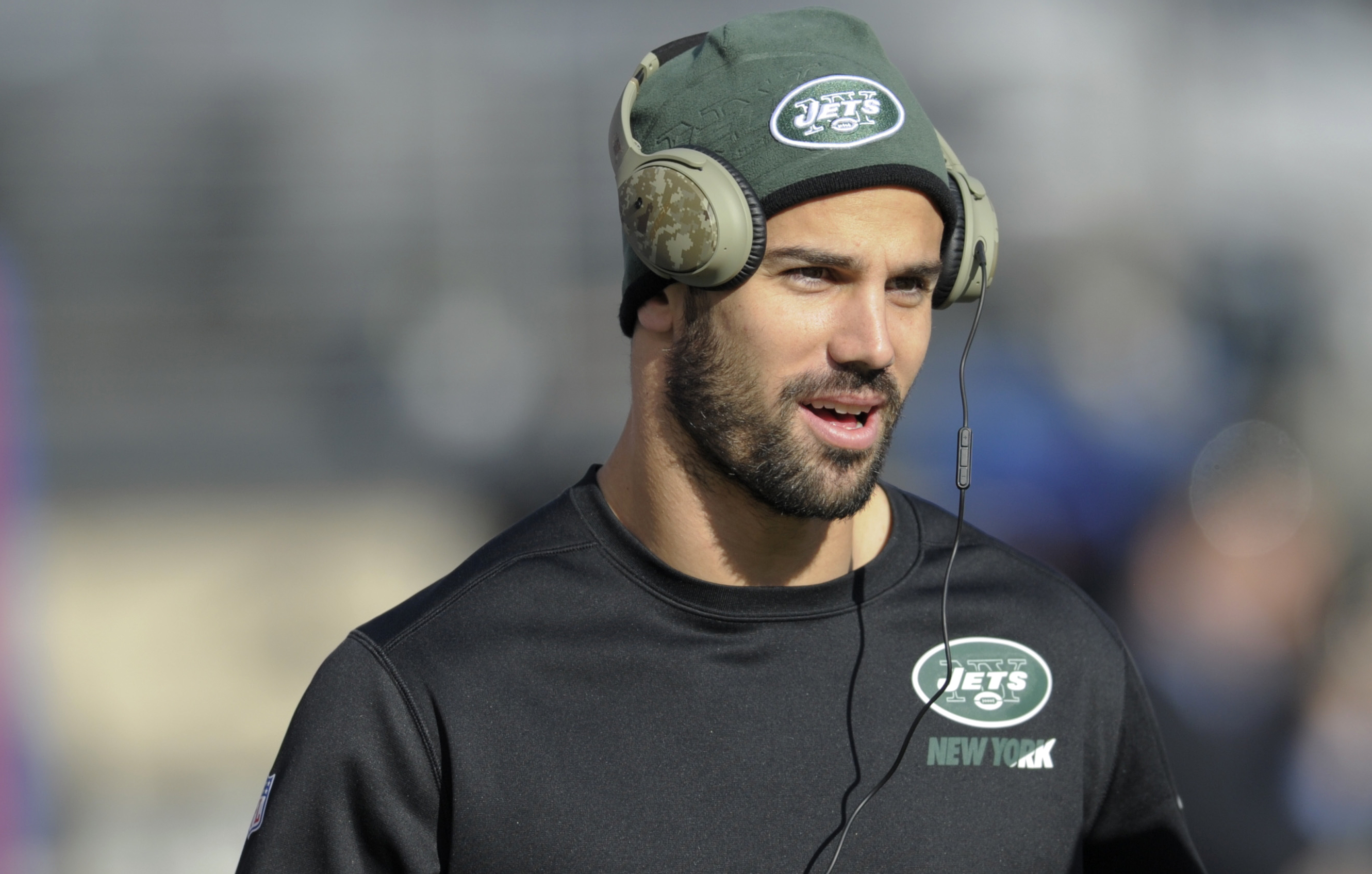 FILE - In this Dec. 6, 2015, file photo, New York Jets wide receiver Eric Decker warms up before an NFL football game against the New York Giants in East Rutherford. Decker has a partially torn rotator cuff that will sideline him for the team's game again
