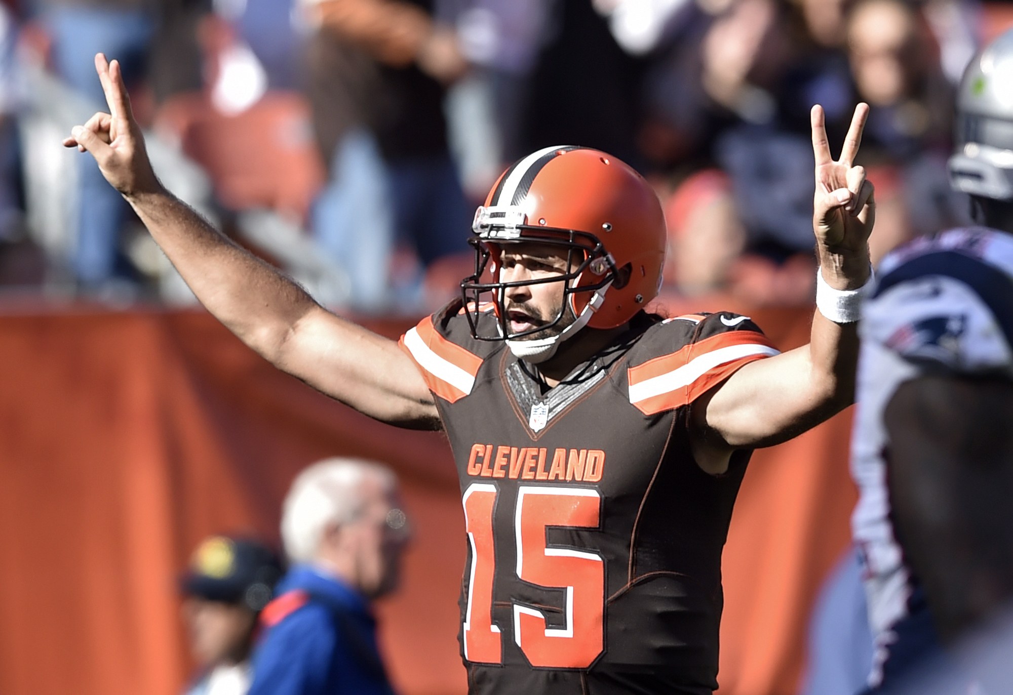 Cleveland Browns quarterback Charlie Whitehurst (15) celebrates a touchdown catch against the New England Patriots in the second half of an NFL football game, Sunday, Oct. 9, 2016, in Cleveland. (AP Photo/David Richard)