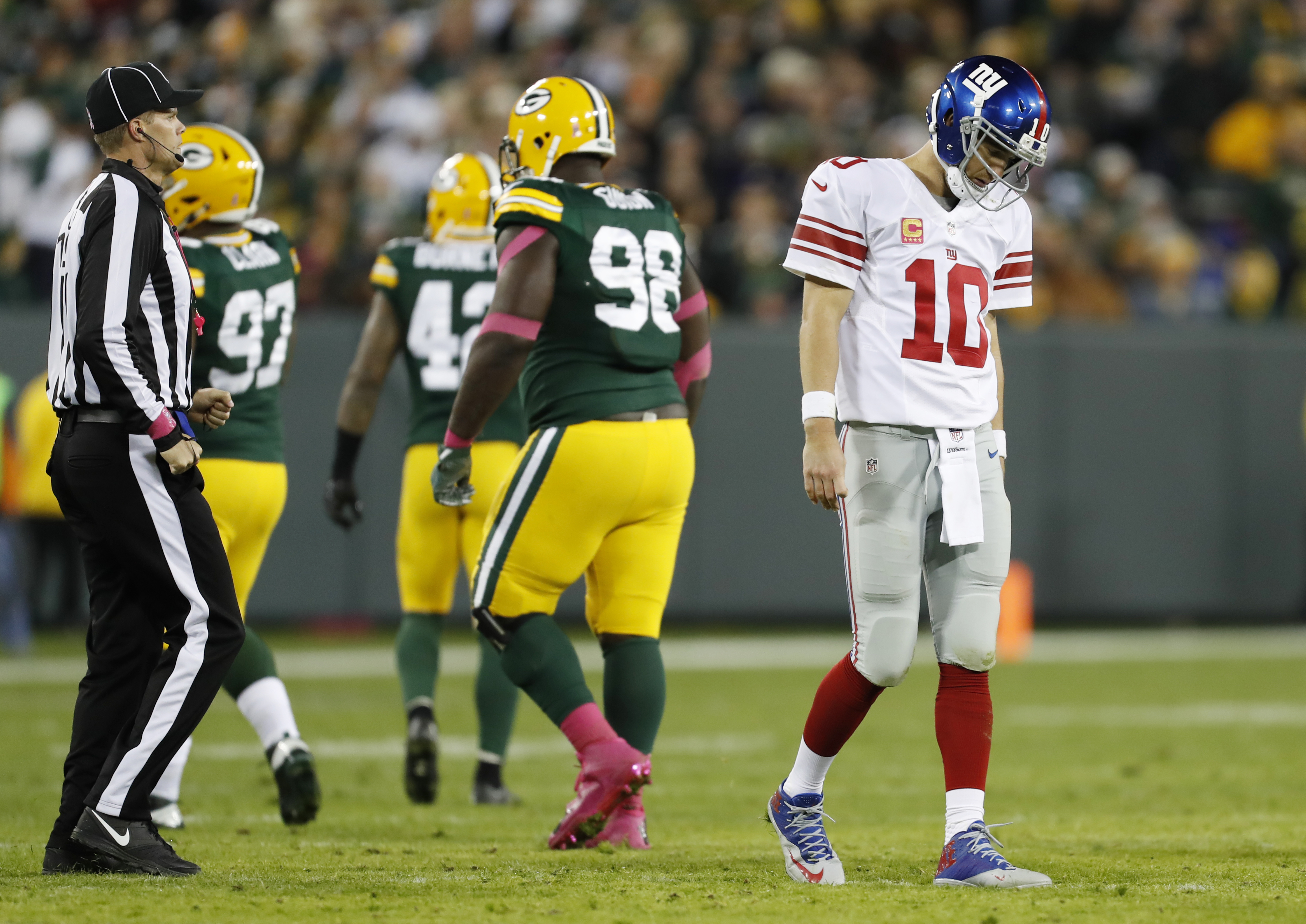 New York Giants' Eli Manning walks off the field after an incomplete pass during the second half of an NFL football game against the Green Bay Packers Sunday, Oct. 9, 2016, in Green Bay, Wis. (AP Photo/Matt Ludtke)