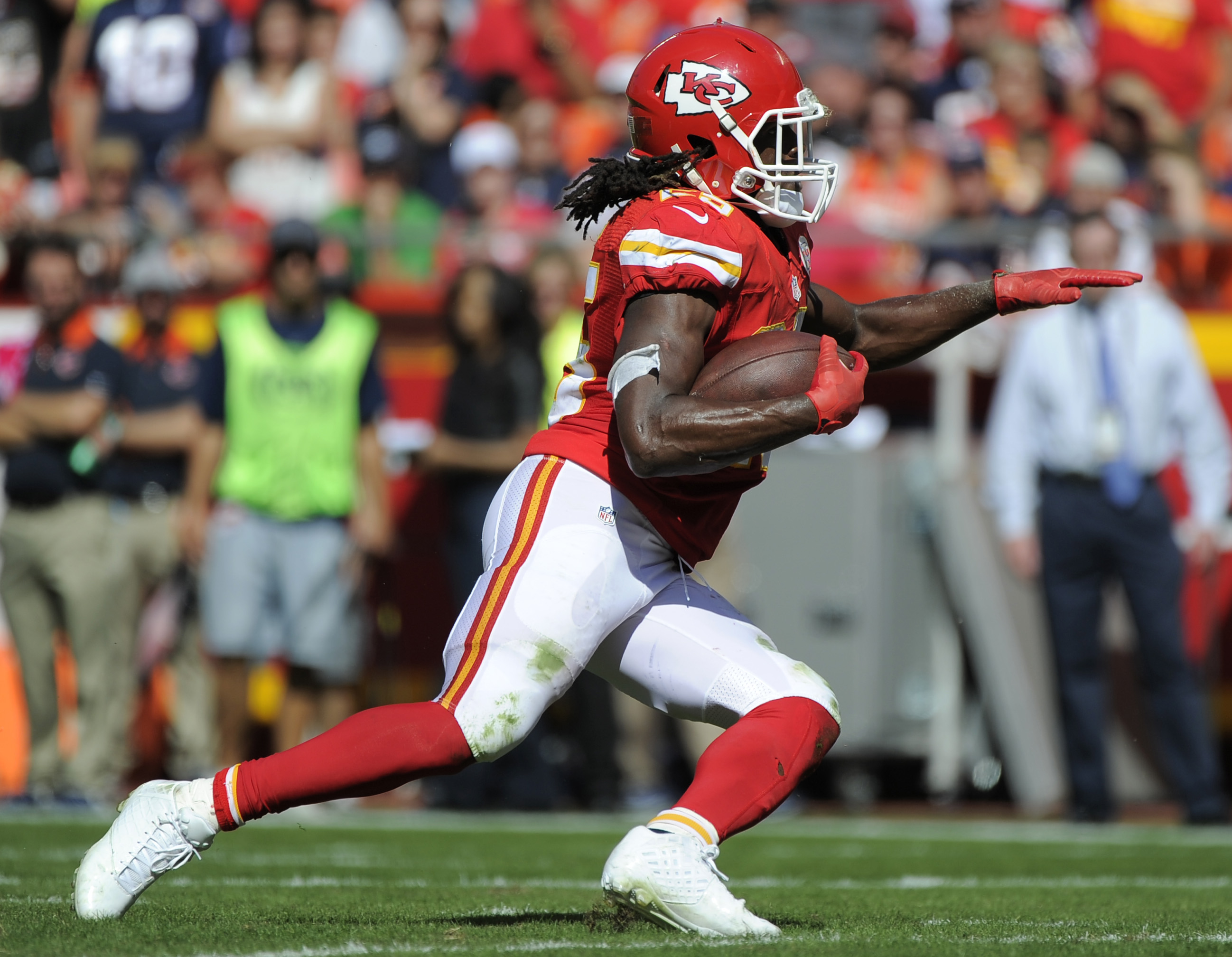 FILE- In this Oct. 11, 2015 file photo, Kansas City Chiefs running back Jamaal Charles (25) carries the ball during the second half of an NFL football game against the Chicago Bears in Kansas City, Mo. The Chiefs play the Oakland Raiders on Sunday, Oct. 1