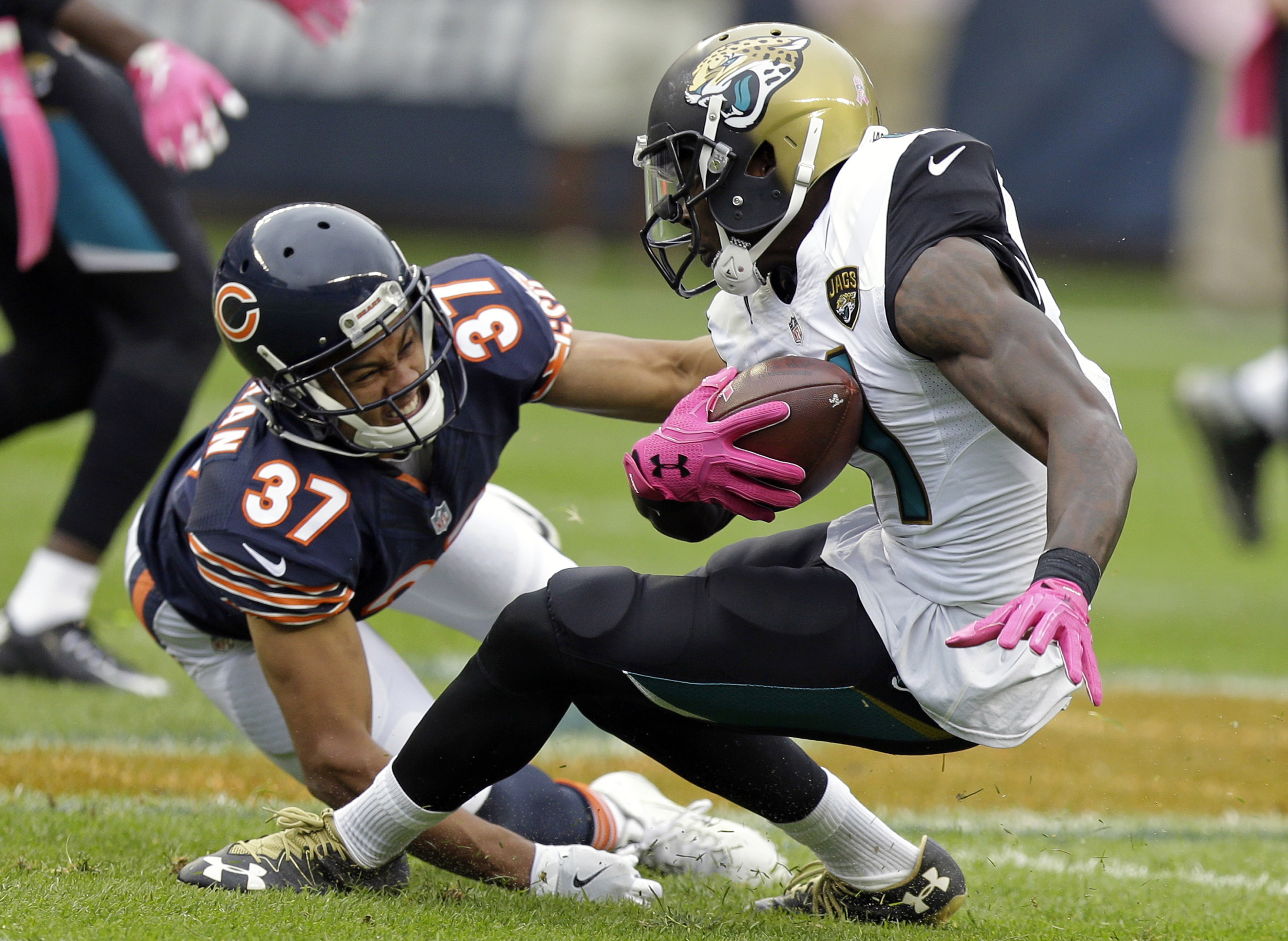 Jacksonville Jaguars wide receiver Marqise Lee (11) breaks the tackle of Chicago Bears cornerback Bryce Callahan (37) after a catch during the first half of an NFL football game in Chicago, Sunday, Oct. 16, 2016. (AP Photo/Michael Conroy)