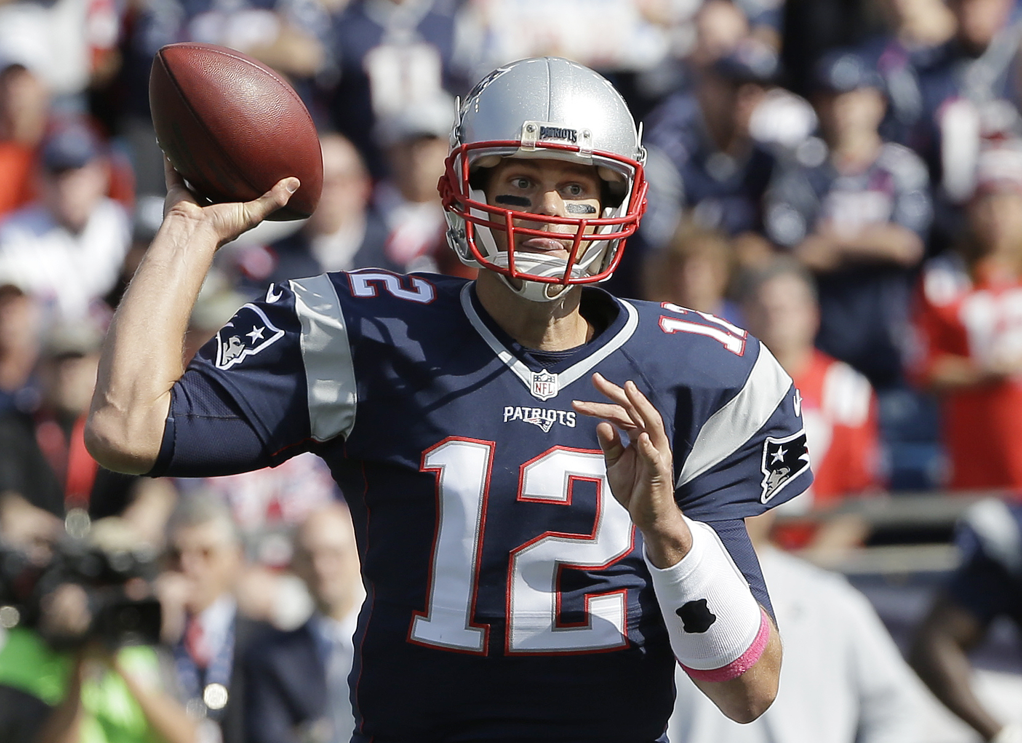 New England Patriots quarterback Tom Brady passes against the Cincinnati Bengals during the first half of an NFL football game, Sunday, Oct. 16, 2016, in Foxborough, Mass. (AP Photo/Steven Senne)