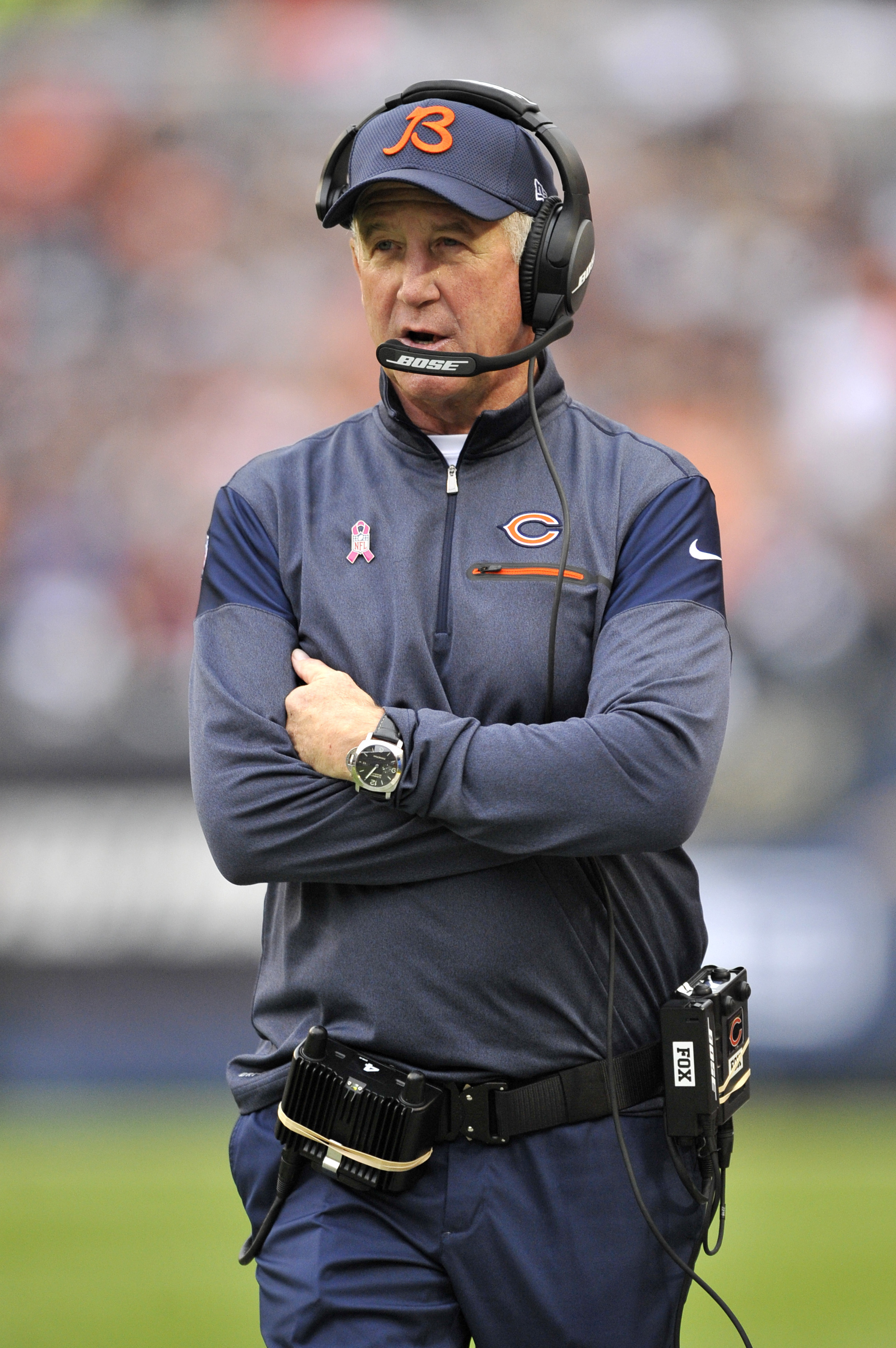 Chicago Bears head coach John Fox stands on the sideline during the first half of an NFL football game against the Jacksonville Jaguars in Chicago, Sunday, Oct. 16, 2015. (AP Photo/Paul Beaty)