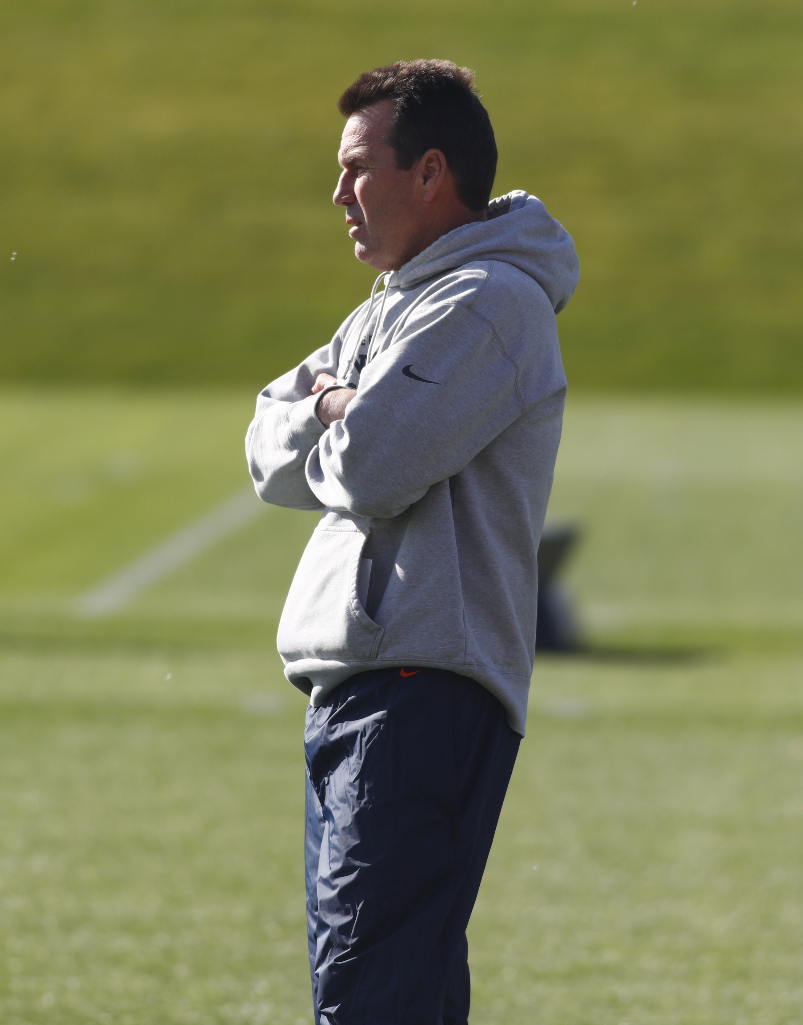 Denver Broncos head coach Gary Kubiak looks on during the team's practice, Monday, Oct. 17, 2016, in Englewood, Colo. (AP Photo/David Zalubowski)