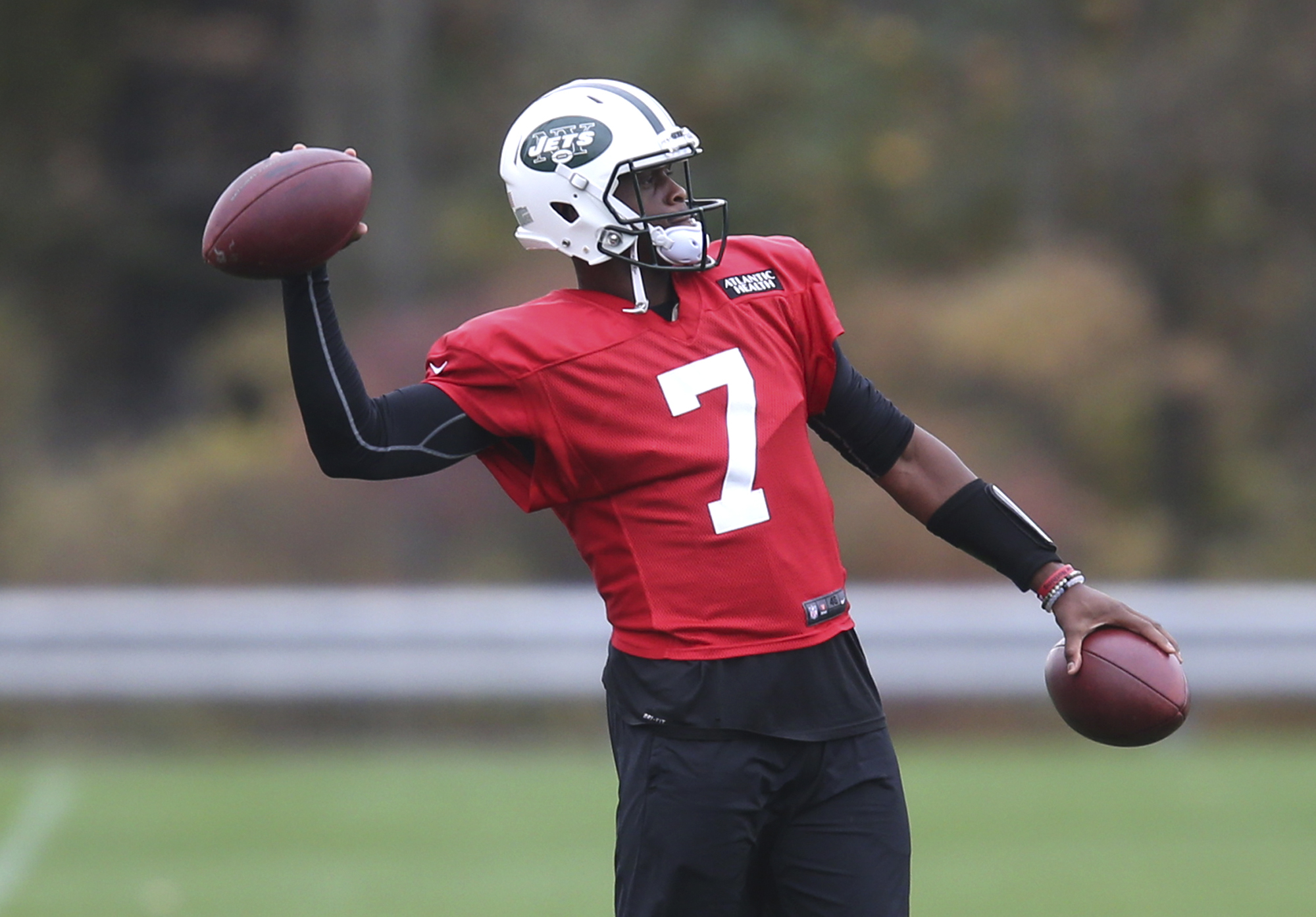 New York Jets quarterback Geno Smith throws a pass during a NFL football practice in Florham Park, N.J., Thursday, Oct. 20, 2016. Chan Gailey was Todd Bowles' hand-picked offensive coordinator when he was hired as Jets coach last year. After a terrific 20