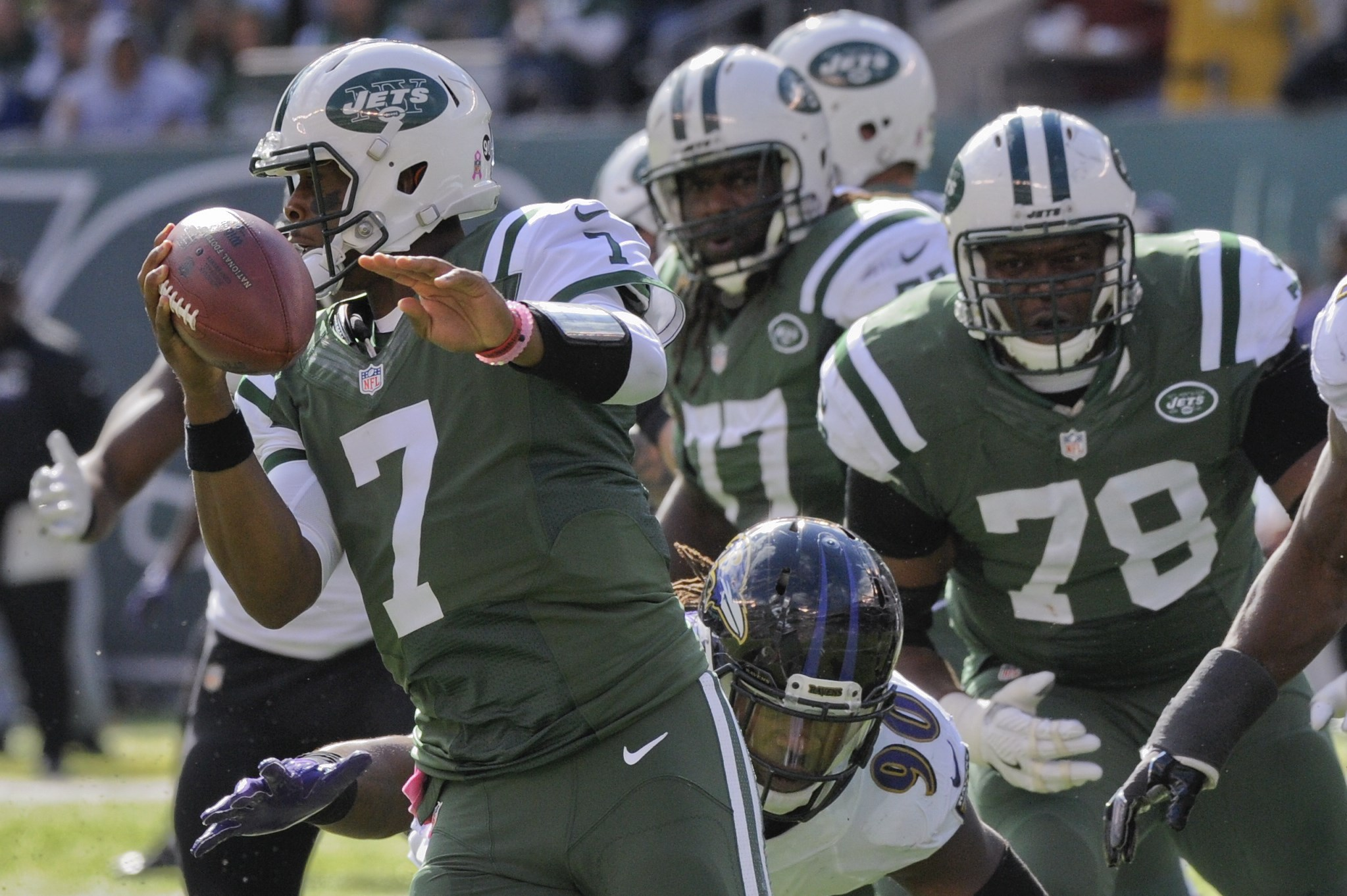 New York Jets quarterback Geno Smith (7) rolls out of the pocket as he looks to throw against the Baltimore Ravens during the second quarter of an NFL football game, Sunday, Oct. 23, 2016, in East Rutherford, N.J. (AP Photo/Bill Kostroun)