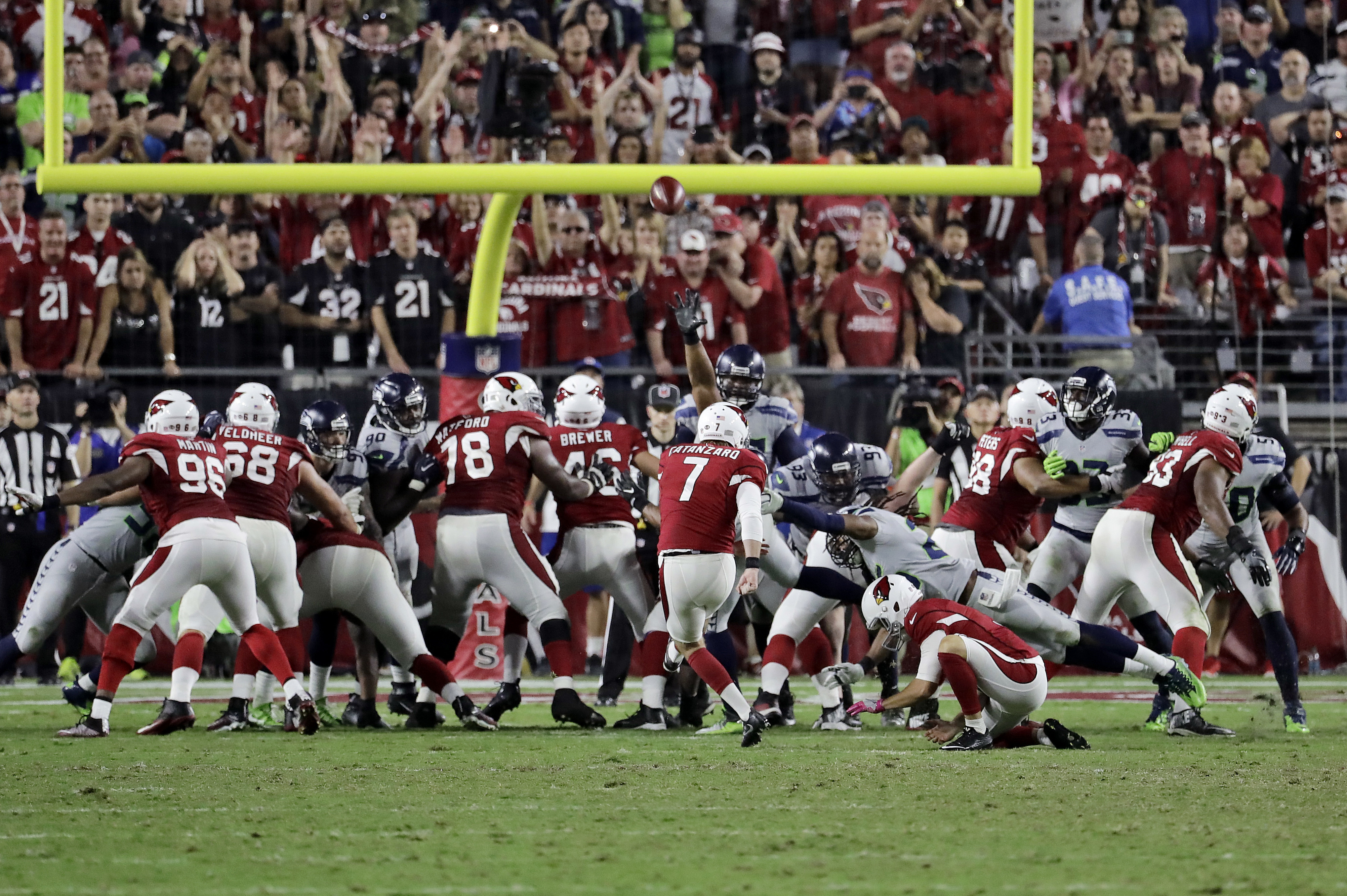 Arizona Cardinals kicker Chandler Catanzaro (7) misses a game-winning field goal attempt agasint Seattle Seahawks during overtime of an NFL football game, Sunday, Oct. 23, 2016, in Glendale, Ariz. (AP Photo/Rick Scuteri)