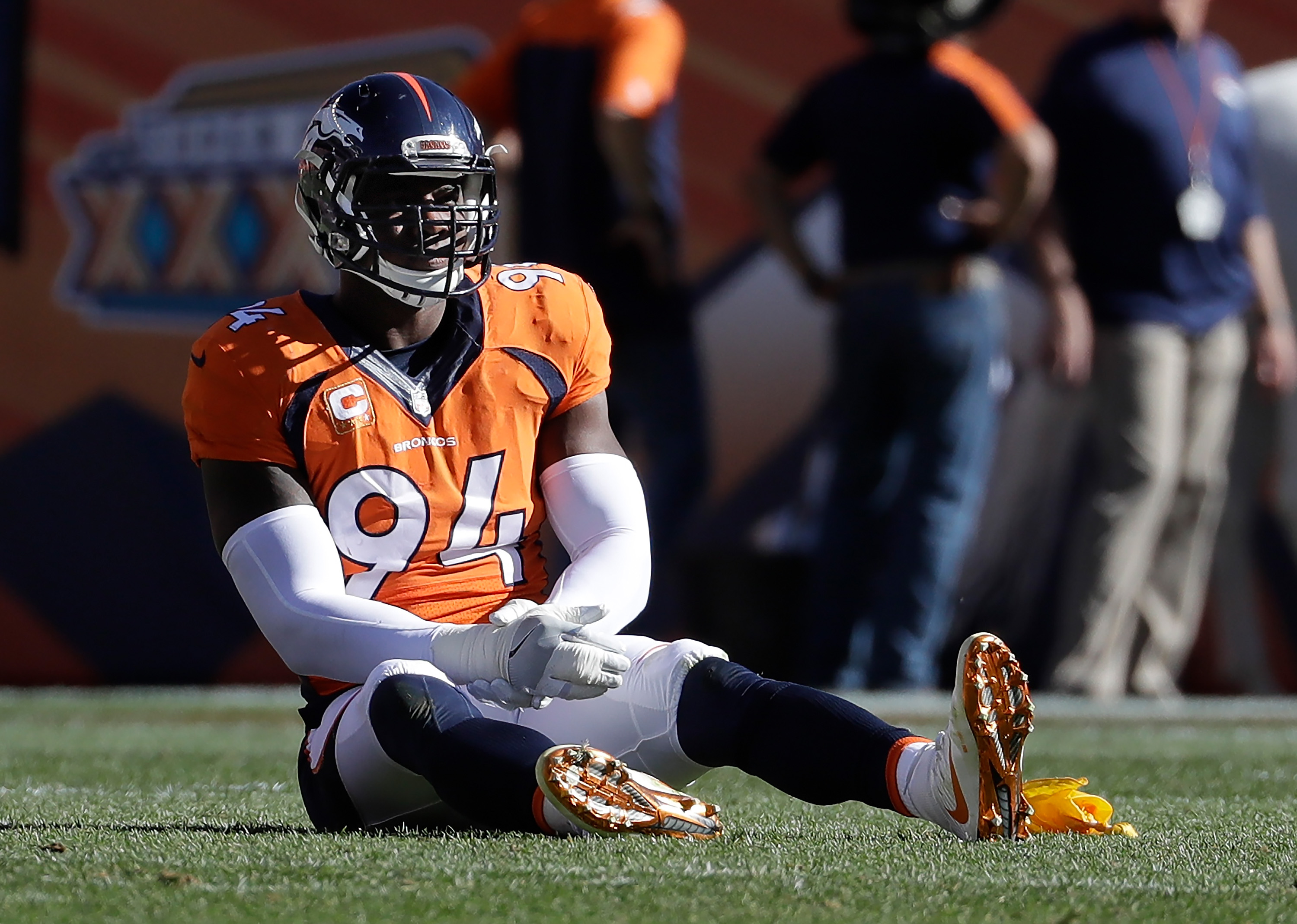 Denver Broncos outside linebacker DeMarcus Ware holds his right arm after injuring it against the Indianapolis Colts during the second half in a NFL football game, Sunday, Sept. 18, 2016, in Denver. (AP Photo/Jack Dempsey)