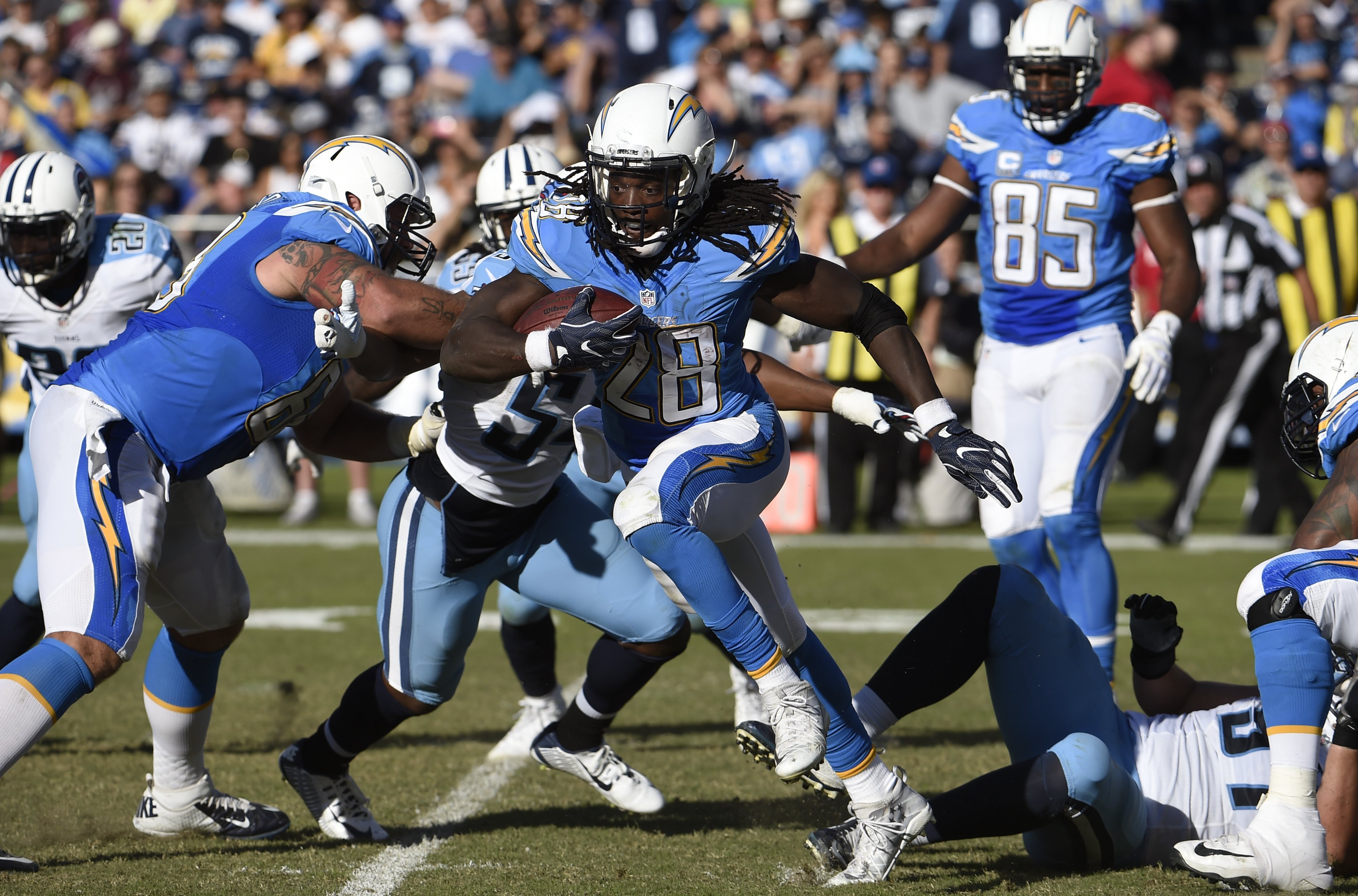 San Diego Chargers running back Melvin Gordon (28) runs with the ball during the first half of an NFL football game against the Tennessee Titans, Sunday, Nov. 6, 2016, in San Diego. (AP Photo/Denis Poroy)