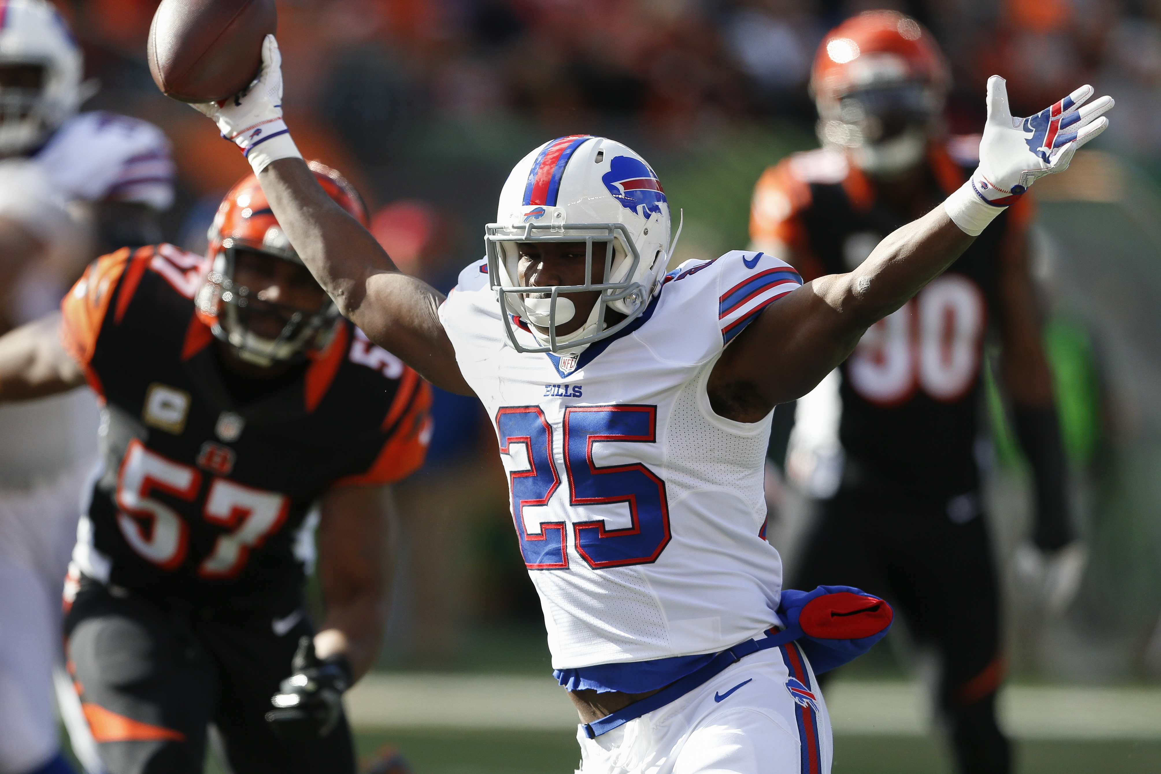 Buffalo Bills running back LeSean McCoy (25) celebrates as he runs in a touchdown in the first half of an NFL football game against the Cincinnati Bengals, Sunday, Nov. 20, 2016, in Cincinnati. (AP Photo/Gary Landers)