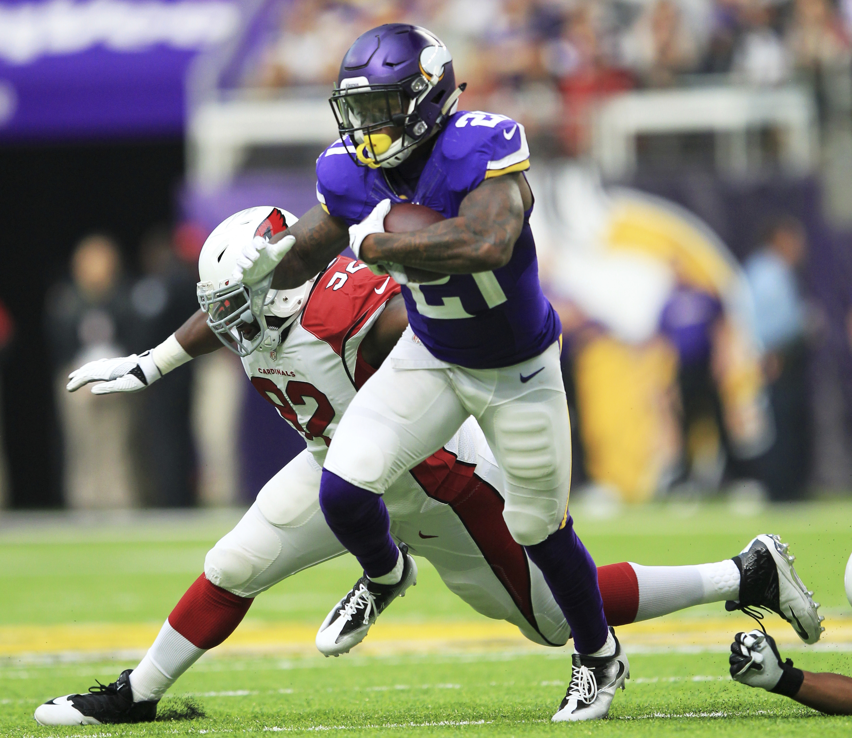 Minnesota Vikings running back Jerick McKinnon (21) runs from Arizona Cardinals defensive end Frostee Rucker (92) during the first half of an NFL football game, Sunday, Nov. 20, 2016, in Minneapolis. (AP Photo/Andy Clayton-King)