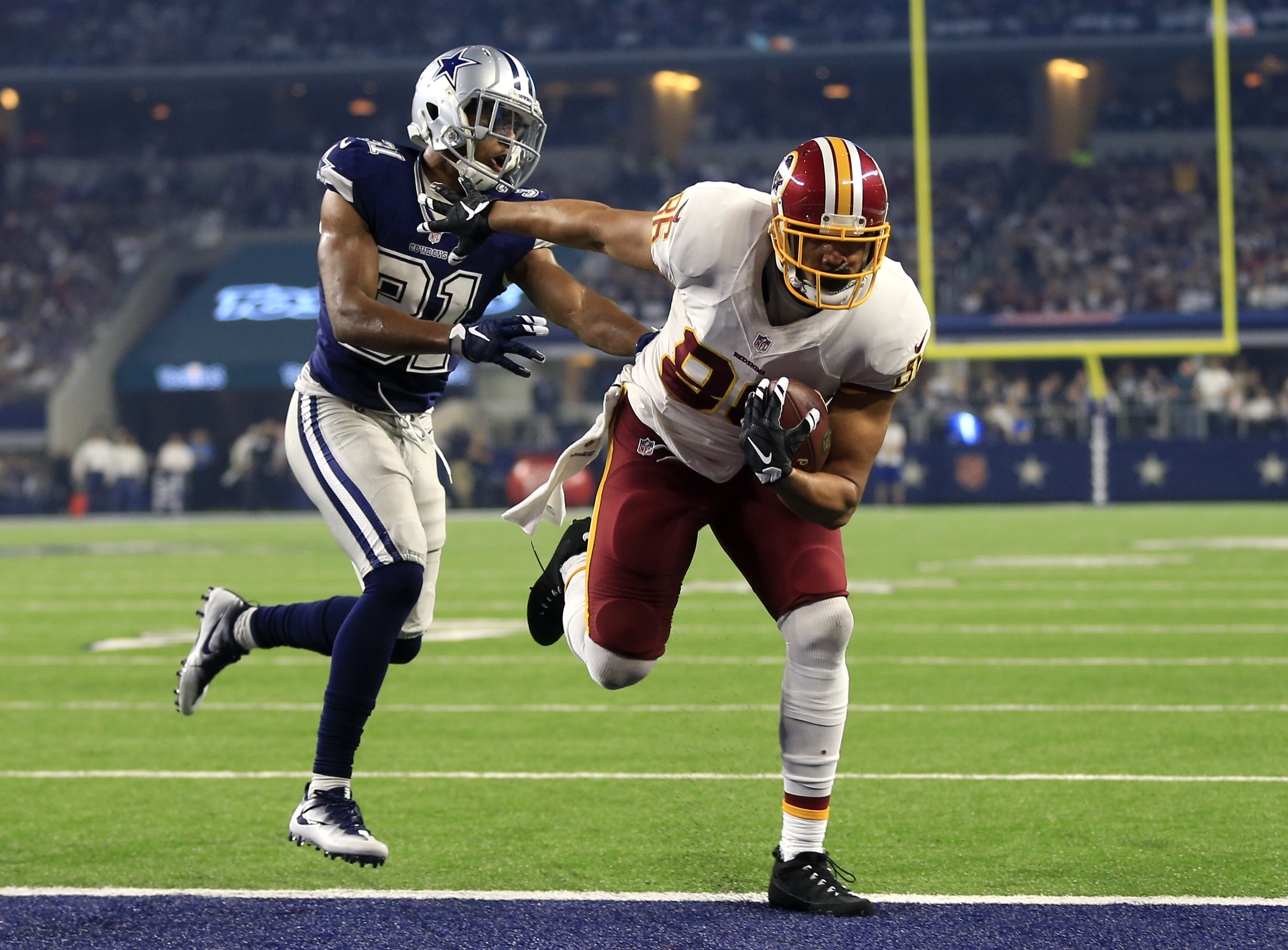 Washington Redskins tight end Jordan Reed (86) fights off pressure from Dallas Cowboys' Byron Jones (31) while entering the end zone for a touchdown in the second half of an NFL football game, Thursday, Nov. 24, 2016, in Arlington, Texas. (AP Photo/Ron Je