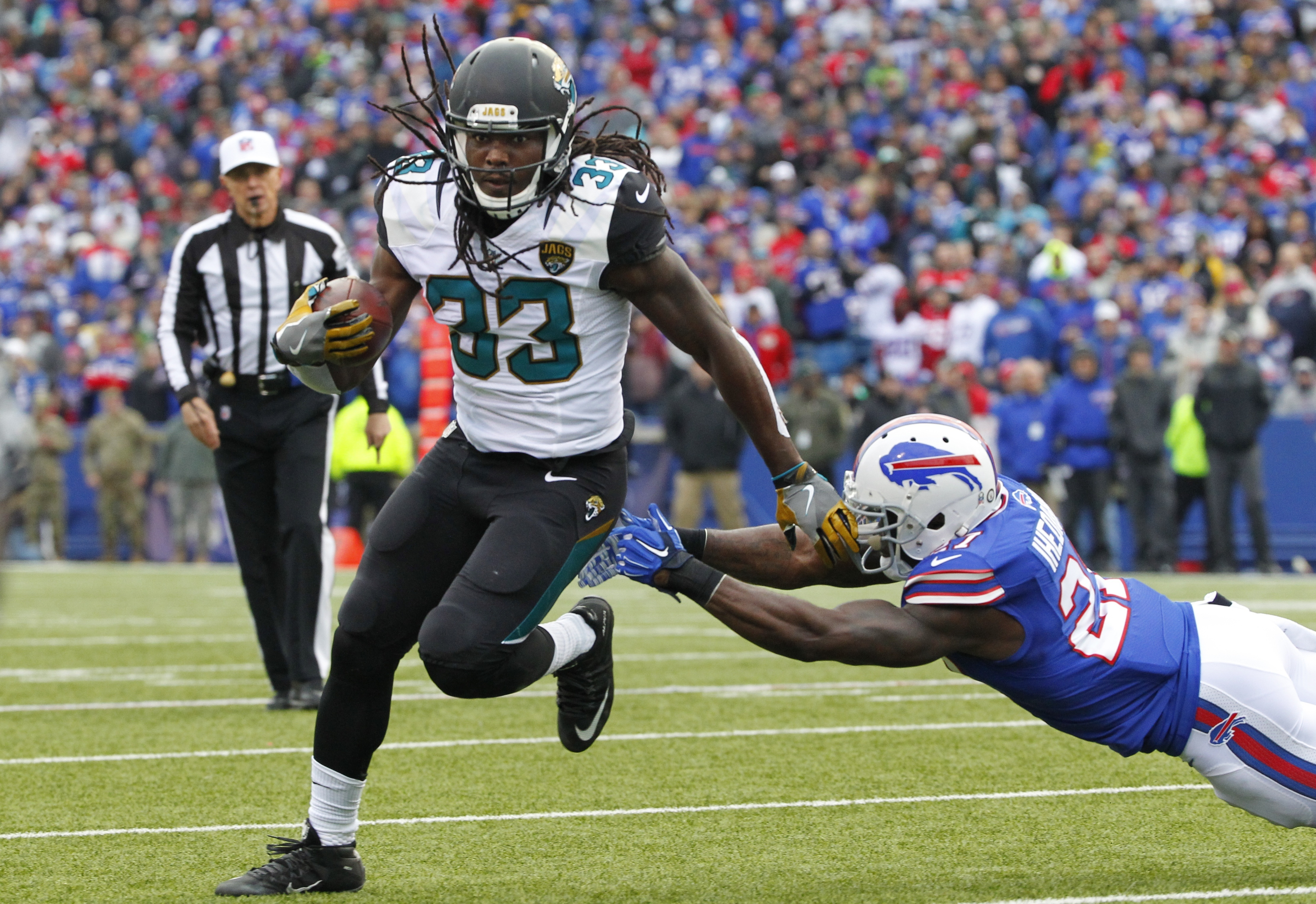 Jacksonville Jaguars running back Chris Ivory (33) breaks a tackle by Buffalo Bills' Nickell Robey-Coleman (21) as he rushes for a touchdown during the first half of NFL football game Sunday, Nov. 27, 2016, in Orchard Park, N.Y. (AP Photo/Bill Wippert)