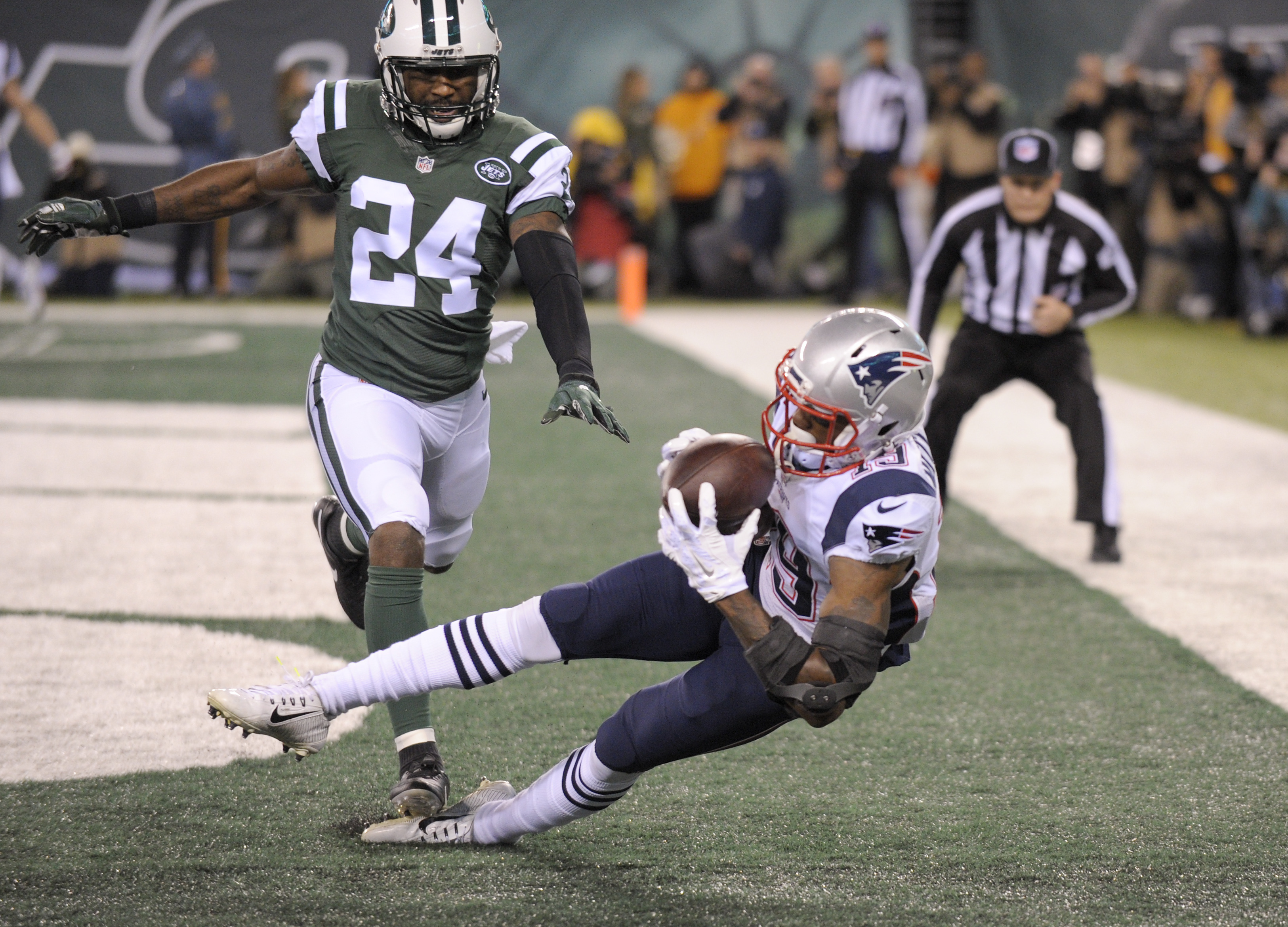 New England Patriots wide receiver Malcolm Mitchell (19) comes down with a touchdown catch in front of New York Jets cornerback Darrelle Revis (24) during the second quarter of an NFL football game, Sunday, Nov. 27, 2016, in East Rutherford, N.J. (AP Phot