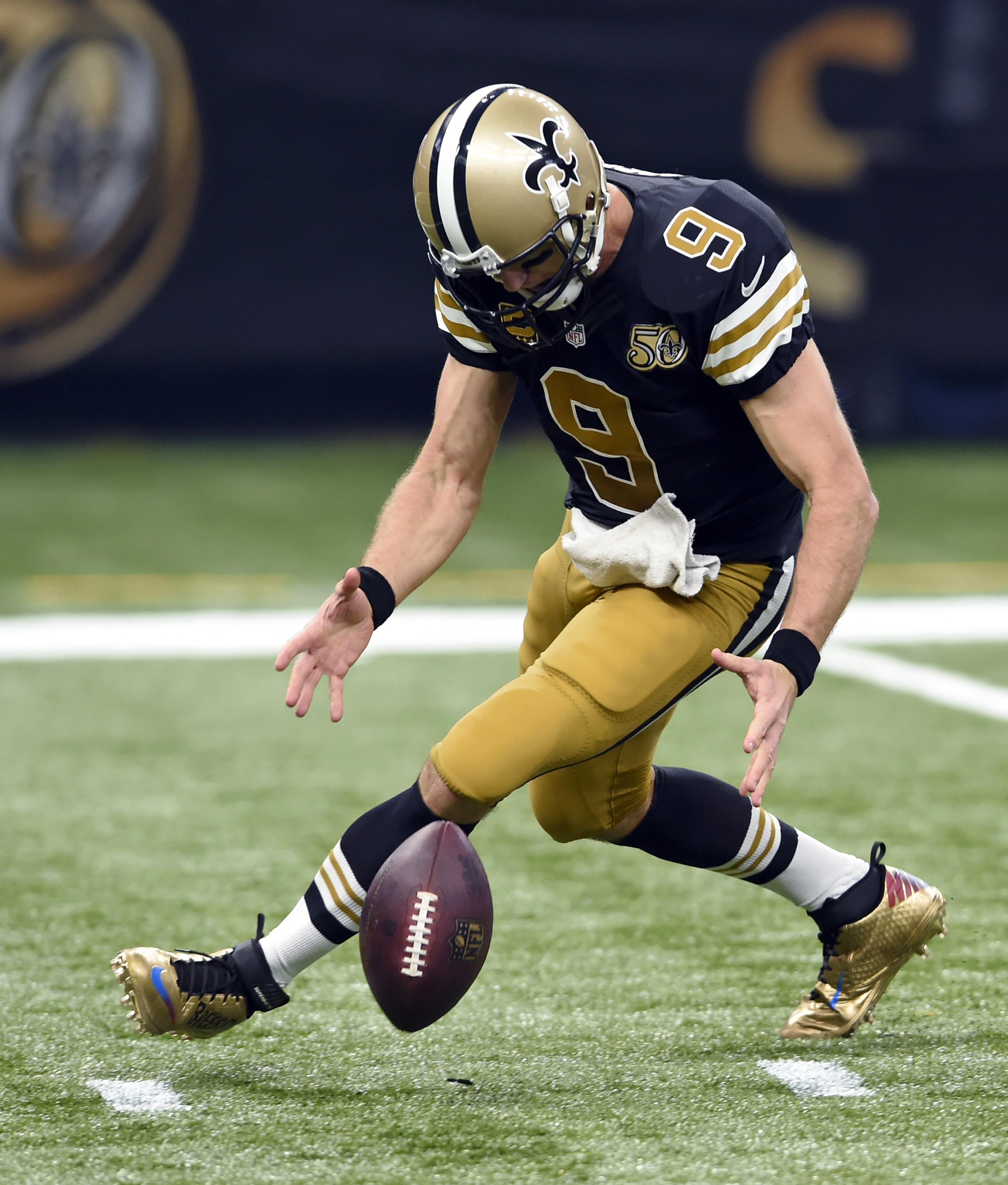 New Orleans Saints quarterback Drew Brees (9) chases down a bad snap in the first half of an NFL football game against the Detroit Lions in New Orleans, Sunday, Dec. 4, 2016. (AP Photo/Bill Feig)
