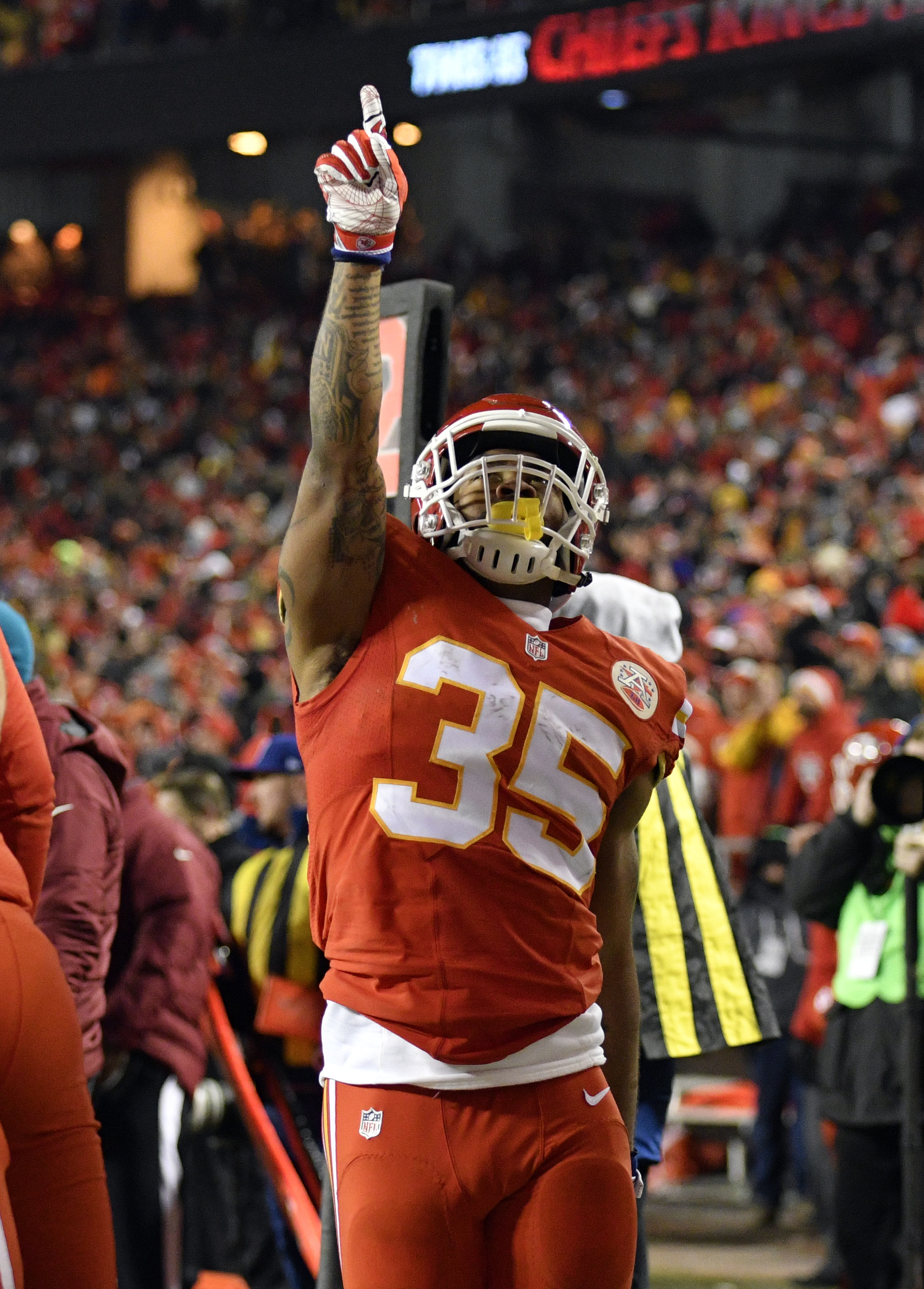 Kansas City Chiefs running back Charcandrick West (35) celebrates his touchdown during the first half of an NFL football game against the Oakland Raiders in Kansas City, Mo., Thursday, Dec. 8, 2016. (AP Photo/Ed Zurga)