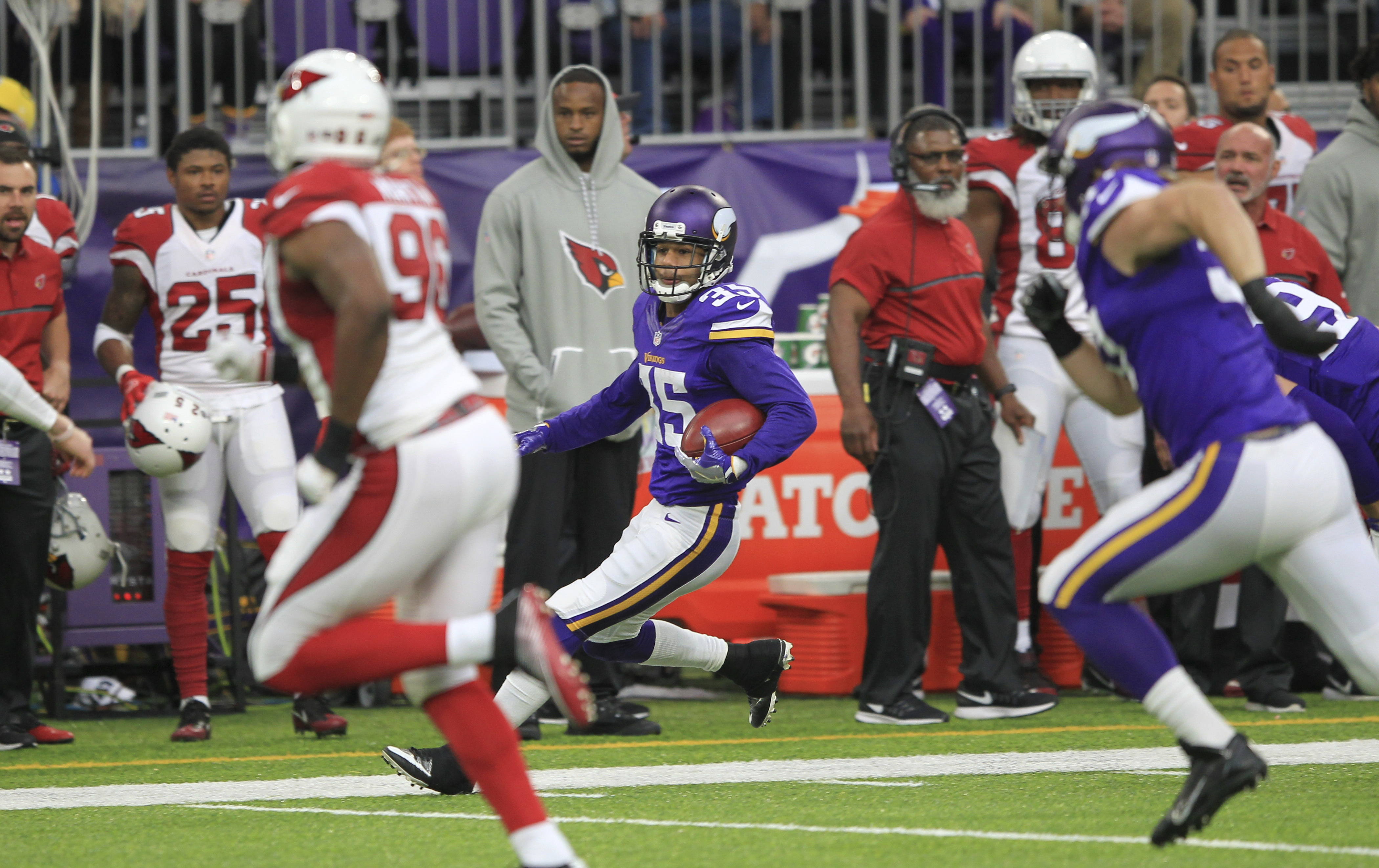 Minnesota Vikings cornerback Marcus Sherels (35) returns a punt during the first half of an NFL football game against the Arizona Cardinals Sunday, Nov. 20, 2016, in Minneapolis. (AP Photo/Andy Clayton-King)