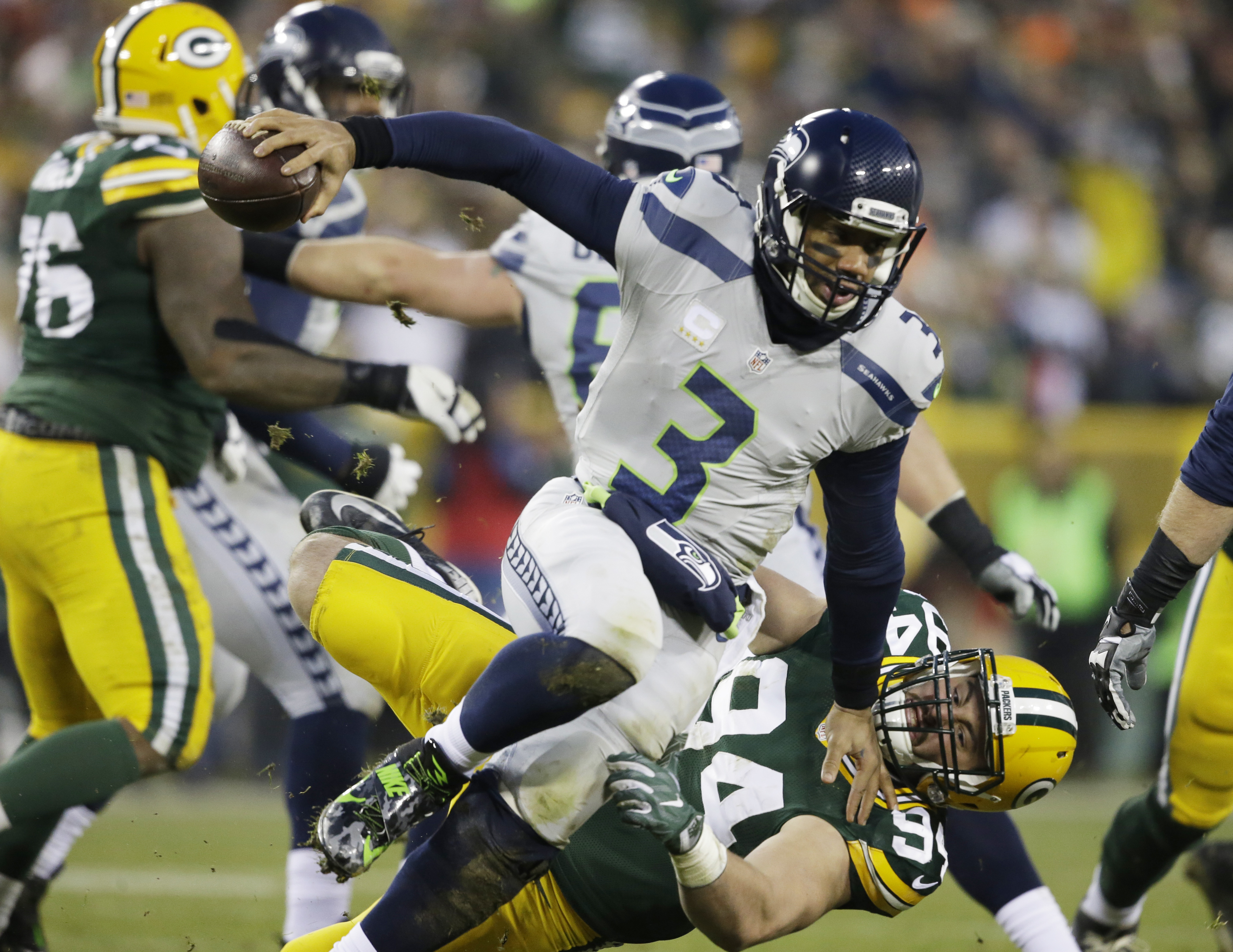 Green Bay Packers' Dean Lowry sacks Seattle Seahawks quarterback Russell Wilson during the first half of an NFL football game Sunday, Dec. 11, 2016, in Green Bay, Wis. (AP Photo/Jeffrey Phelps)