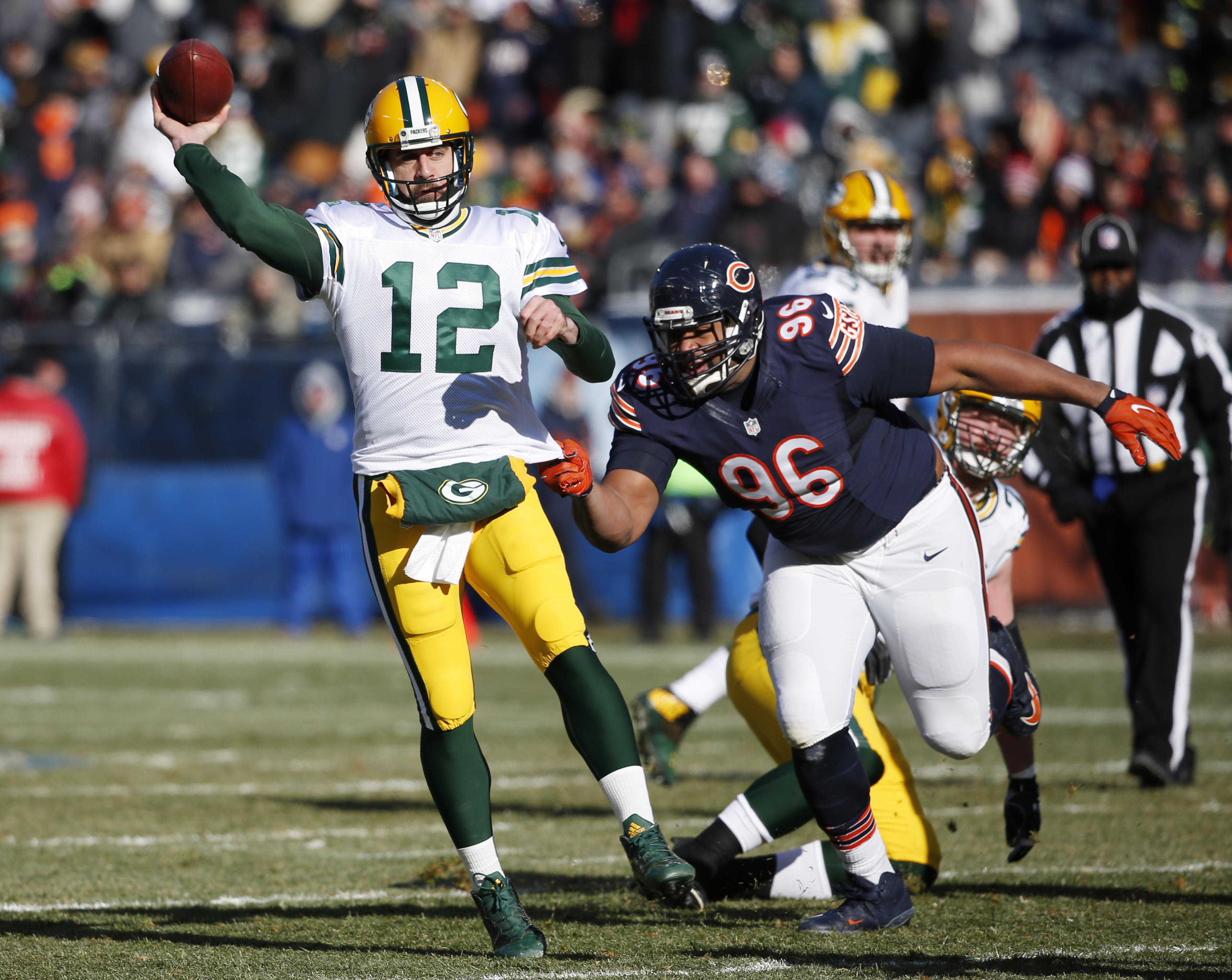 Green Bay Packers quarterback Aaron Rodgers (12) throws a pass against Chicago Bears defensive end Akiem Hicks (96) during the first half of an NFL football game, Sunday, Dec. 18, 2016, in Chicago. (AP Photo/Nam Y. Huh)