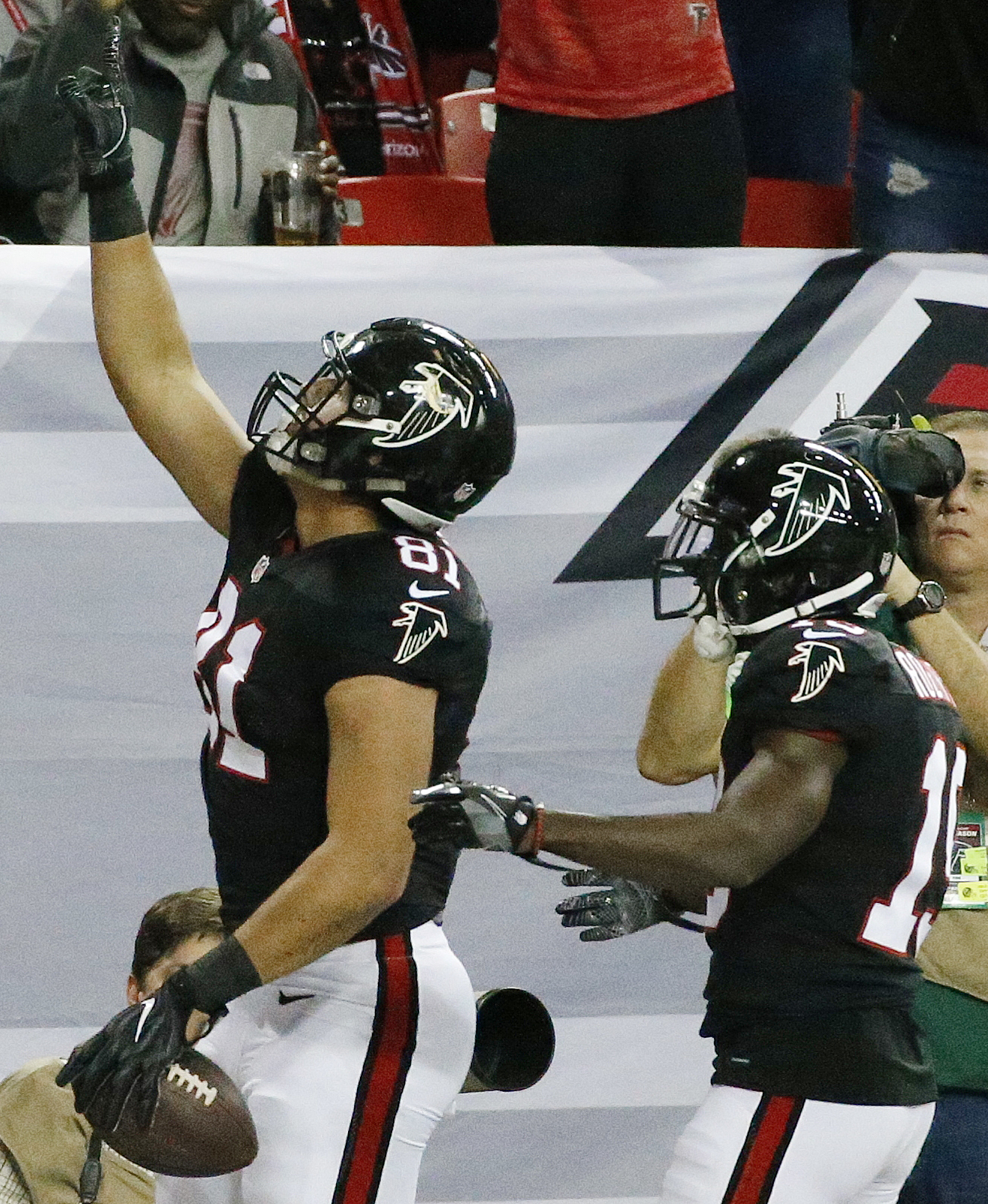 Atlanta Falcons tight end Austin Hooper (81) celebrates his touchdown against San Francisco 49ers with Atlanta Falcons wide receiver Aldrick Robinson, right, during the first half of an NFL football game, Sunday, Dec. 18, 2016, in Atlanta. (AP Photo/Butch