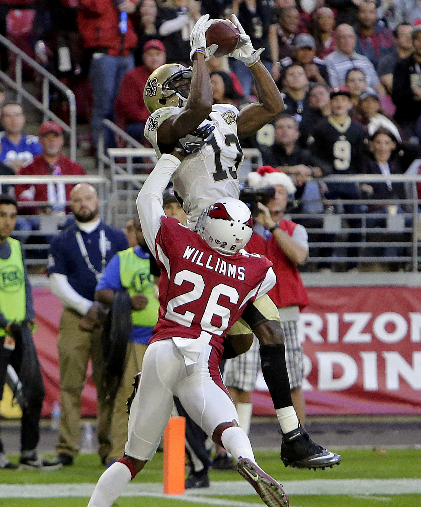 New Orleans Saints wide receiver Michael Thomas (13) makes a touchdown catch as Arizona Cardinals cornerback Brandon Williams (26) defends during the second half of an NFL football game, Sunday, Dec. 18, 2016, in Glendale, Ariz. (AP Photo/Rick Scuteri)
