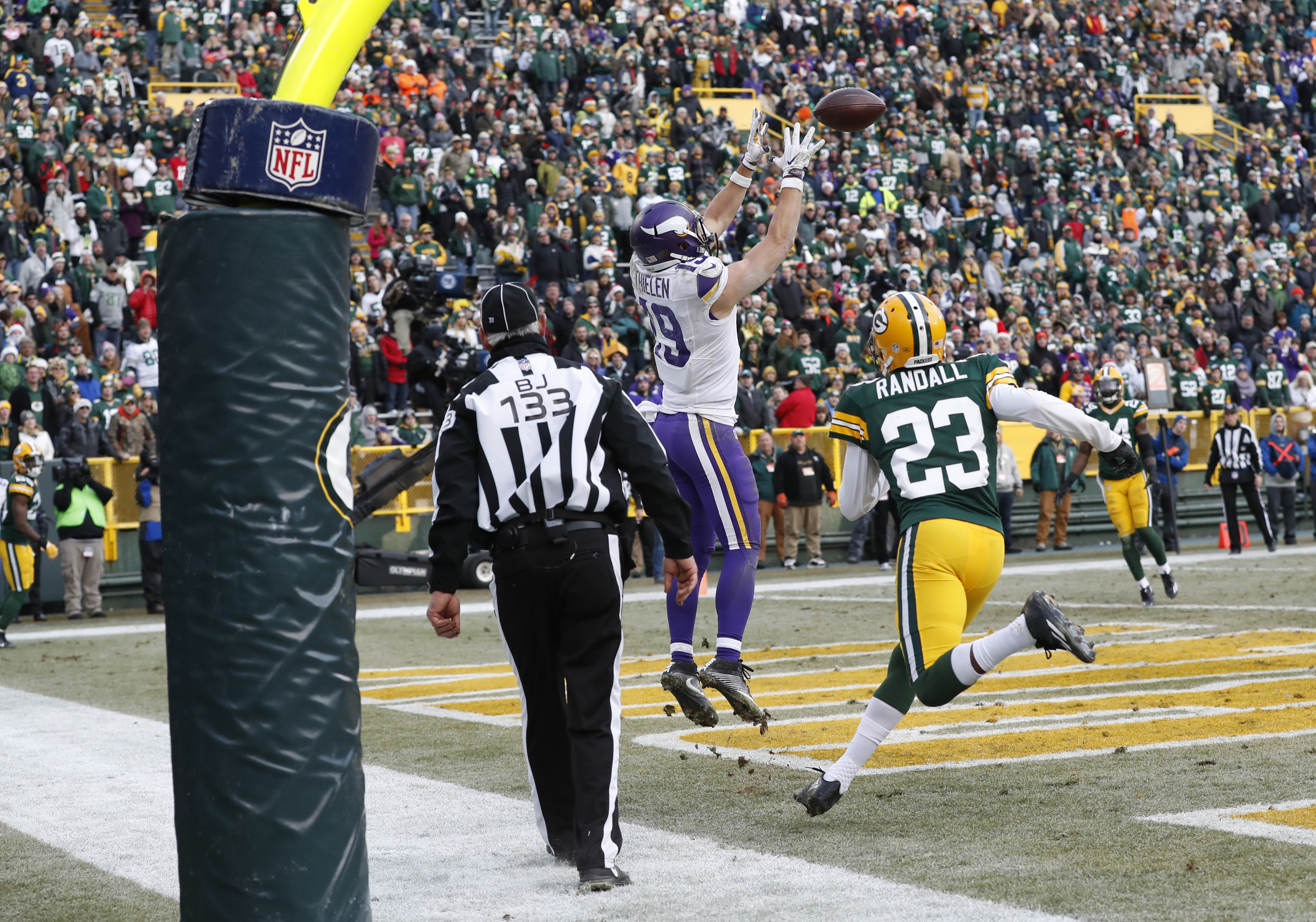 Minnesota Vikings' Adam Thielen catches a touchdown pass in front of Green Bay Packers' Damarious Randall (23) during the second half of an NFL football game Saturday, Dec. 24, 2016, in Green Bay, Wis. The Packers won 38-25. (AP Photo/Matt Ludtke)