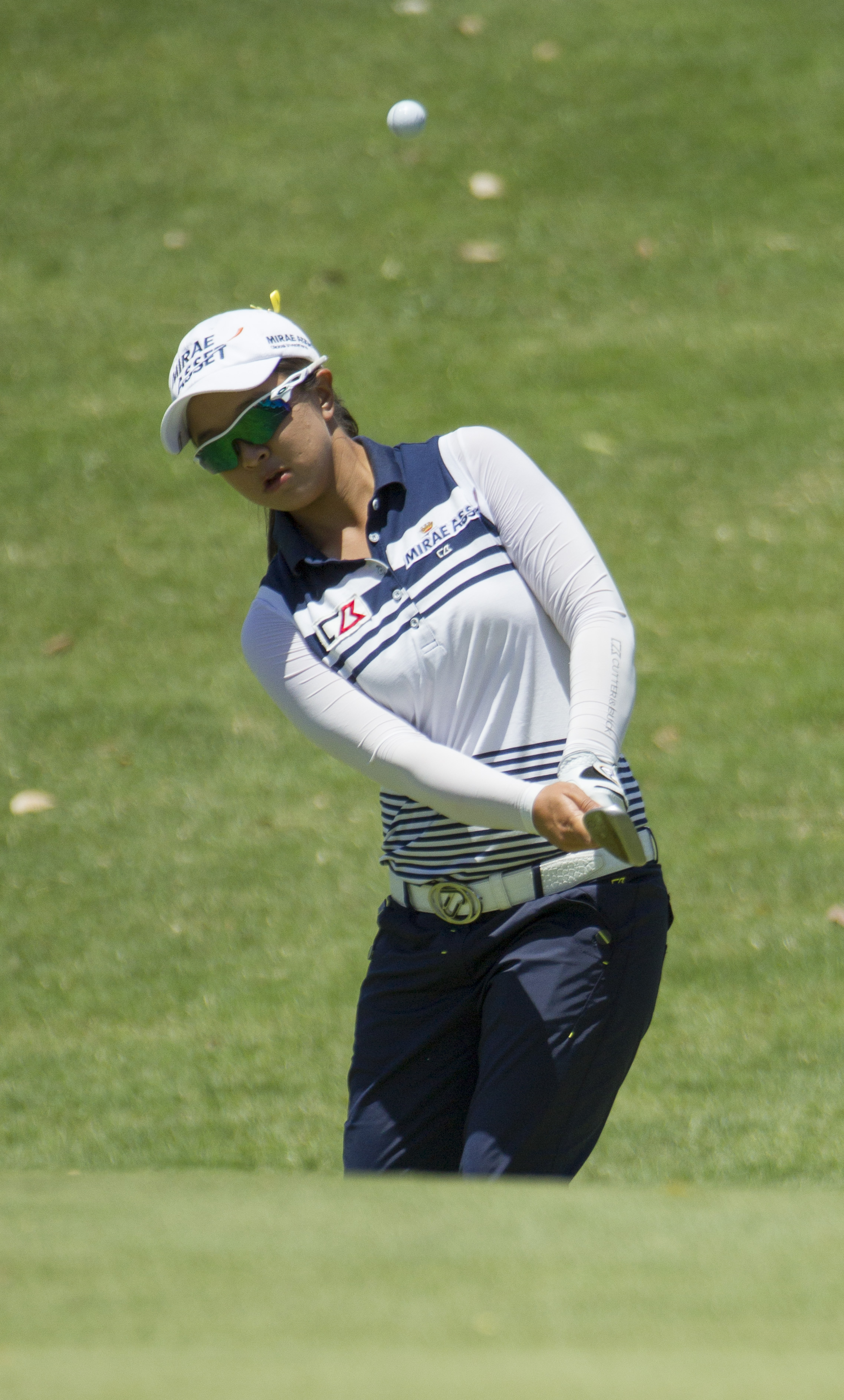 Sei Young Kim, of South Korea, chips onto the third green in the third round of the LPGA Lotte Championship golf tournament at Ko Olina Golf Club, Friday, April 17, 2015, in Kapolei, Hawaii. (AP Photo/Eugene Tanner)