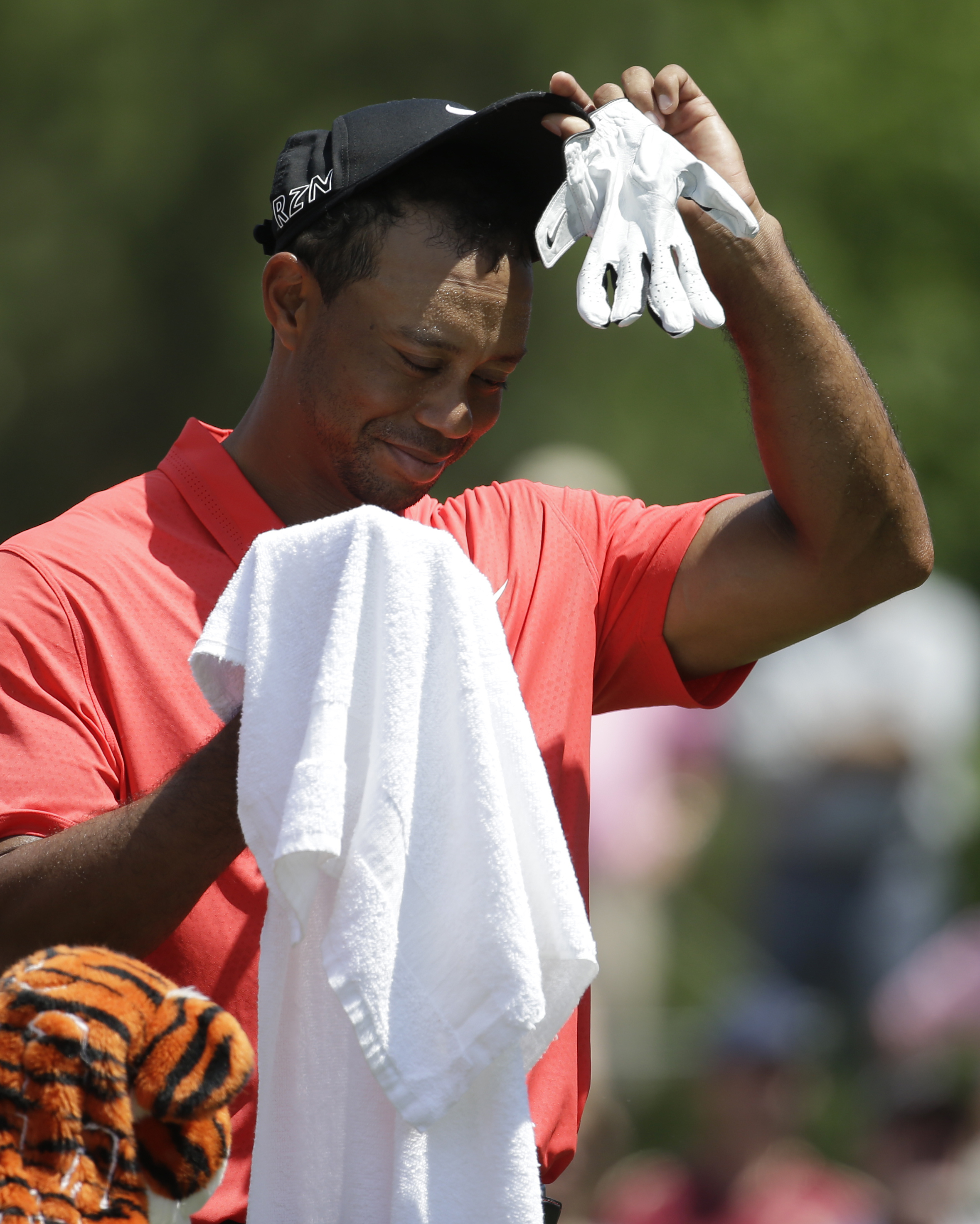 Tiger Woods wipes his face before hitting from the 16 tee during the final round of The Players Championship golf tournament, Sunday, May 10, 2015, in Ponte Vedra Beach, Fla. (AP Photo/Lynne Sladky)