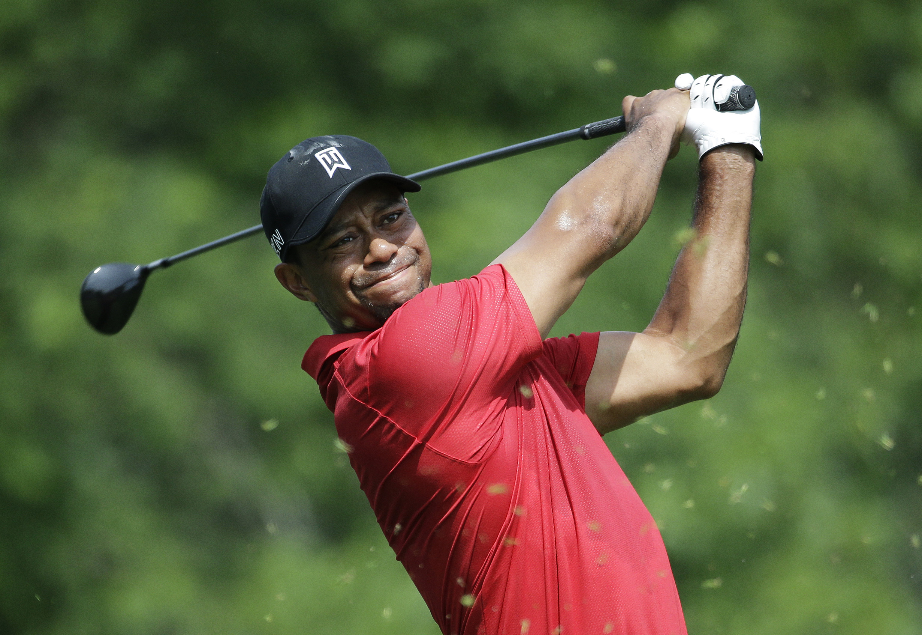 Tiger Woods tees off on the 18th hole during the final round of the Memorial golf tournament Sunday, June 7, 2015, in Dublin, Ohio. (AP Photo/Darron Cummings)