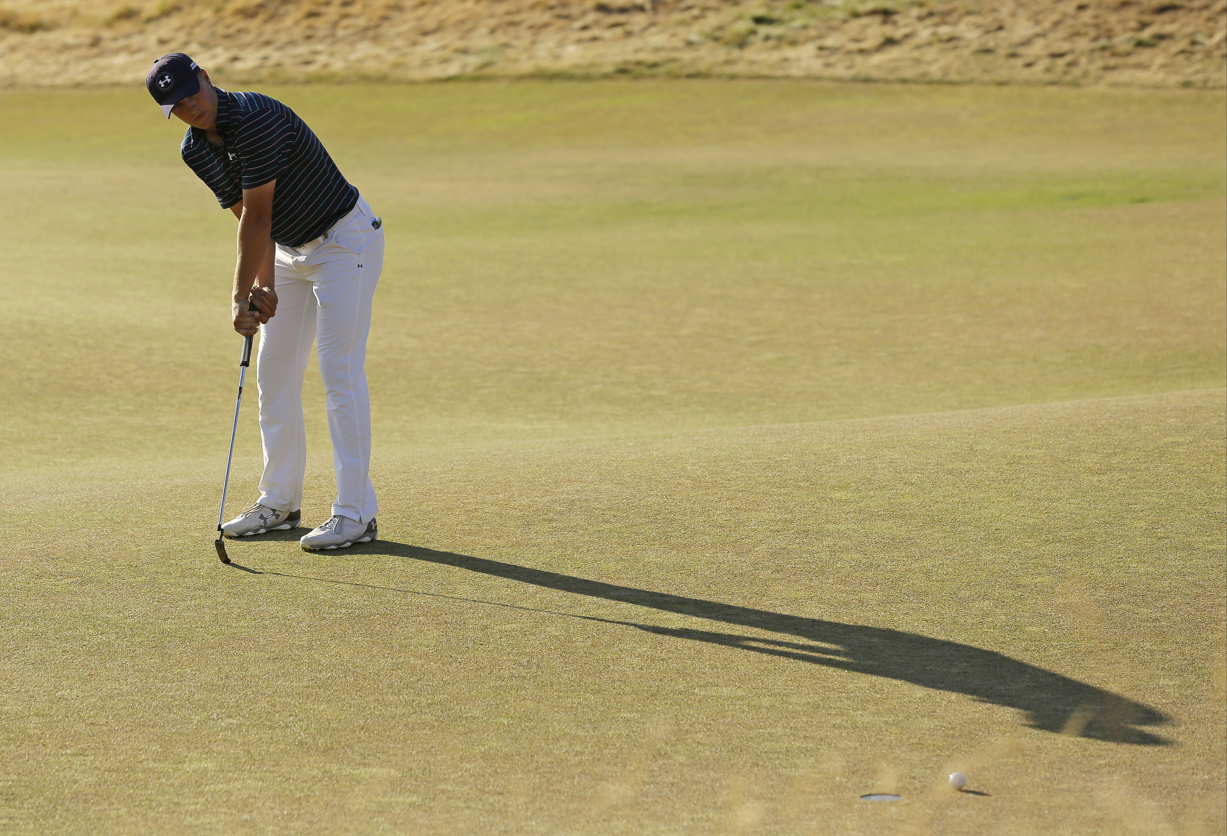 Jordan Spieth misses an eagle putt on the 18th hole during the final round of the U.S. Open golf tournament at Chambers Bay on Sunday, June 21, 2015 in University Place, Wash. (AP Photo/Ted S. Warren)