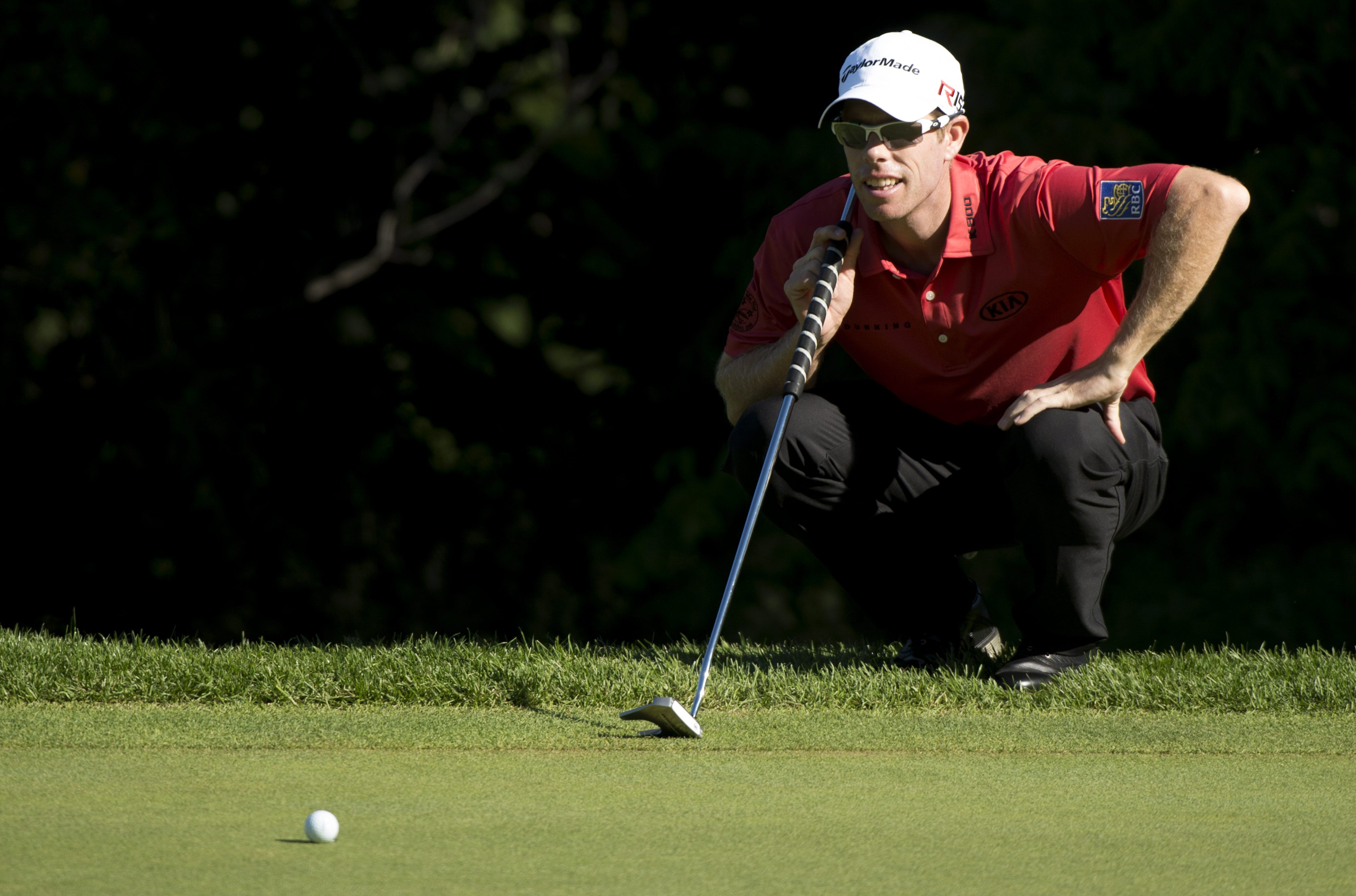 David Hearn, of Canada,  lines up a putt on the 16th hole green during second round of play at the Canadian Open golf tournament in Oakville, Ontario, Friday, July 24, 2015. (Paul Chiasson/The Canadian Press via AP)