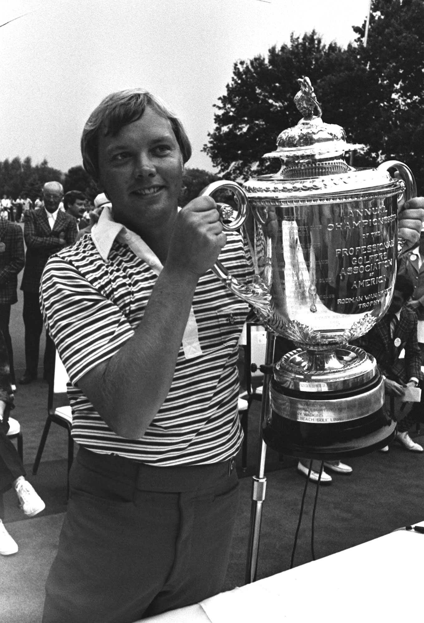 FILE - In this Aug. 6, 1978, file photo, John Mahaffey, of Kerrville, Texas, holds up the PGA Championship trophy after he won a sudden death playoff against Tom Watson and Jerry Pate in Oakmont, Pa. Mahaffey is among the best five players to stage great